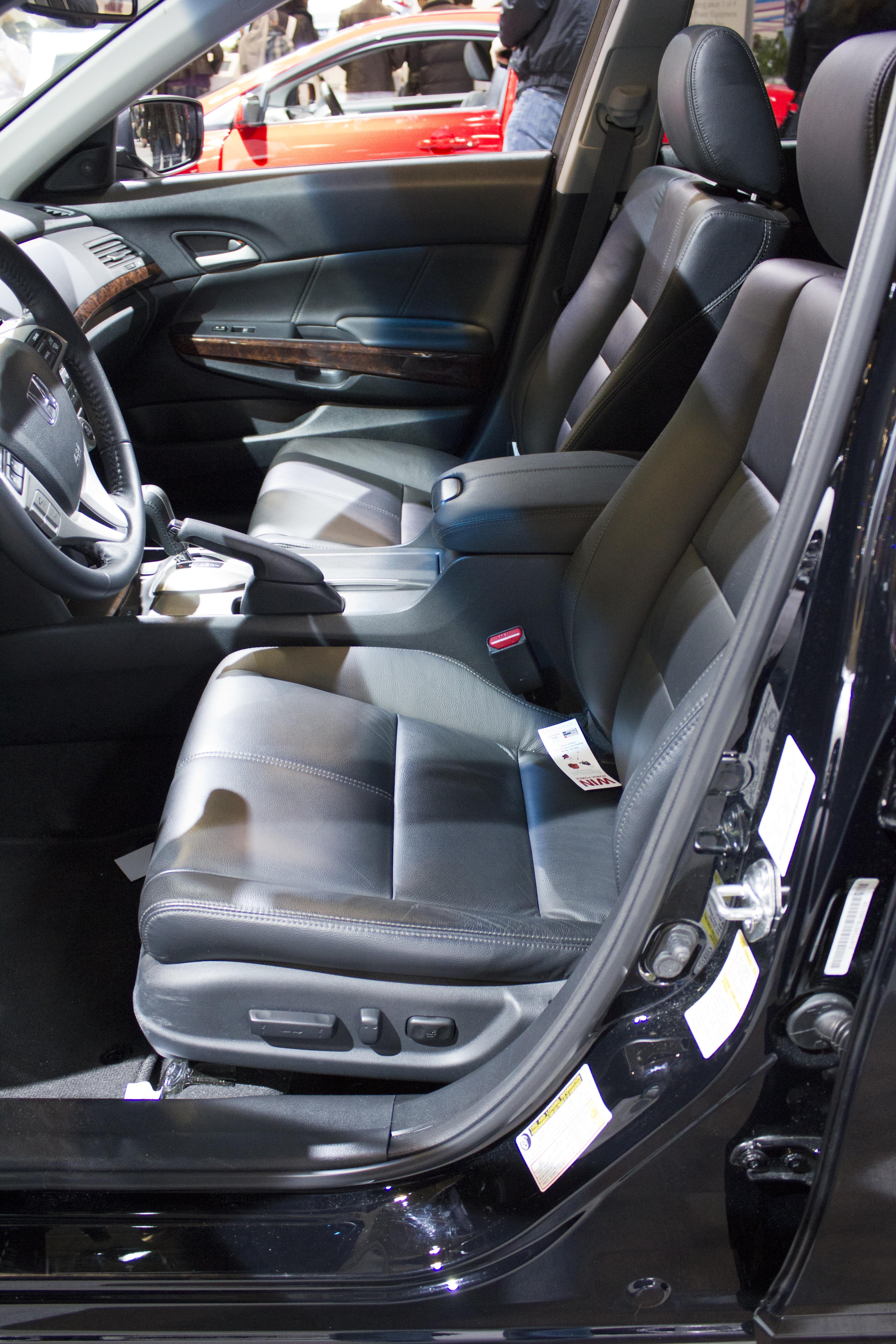 File:2012 Honda Accord Crosstour EX L Interior