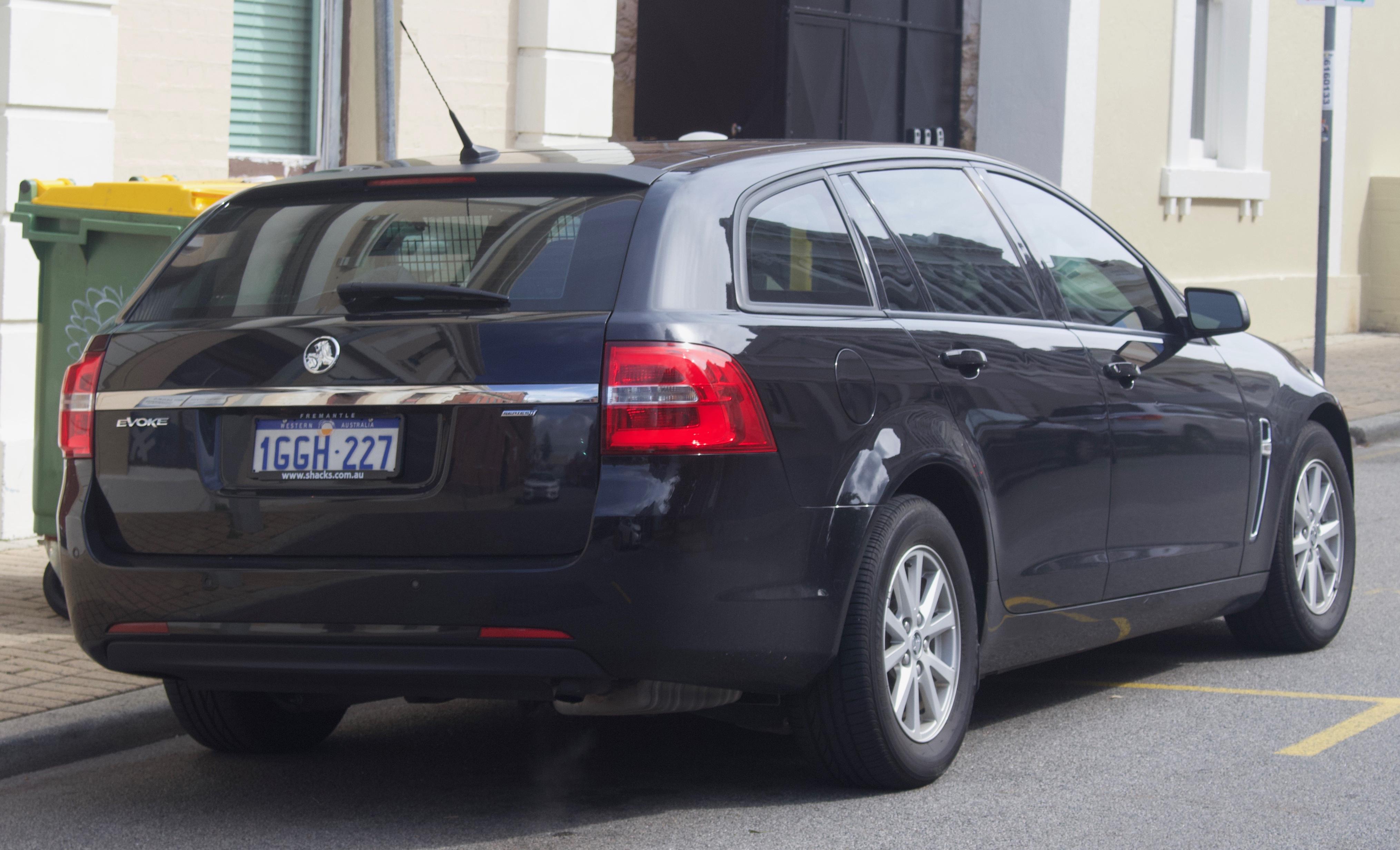 File:2017 Holden Commodore (VF II MY17) Evoke Sportwagon (2018-08-31
