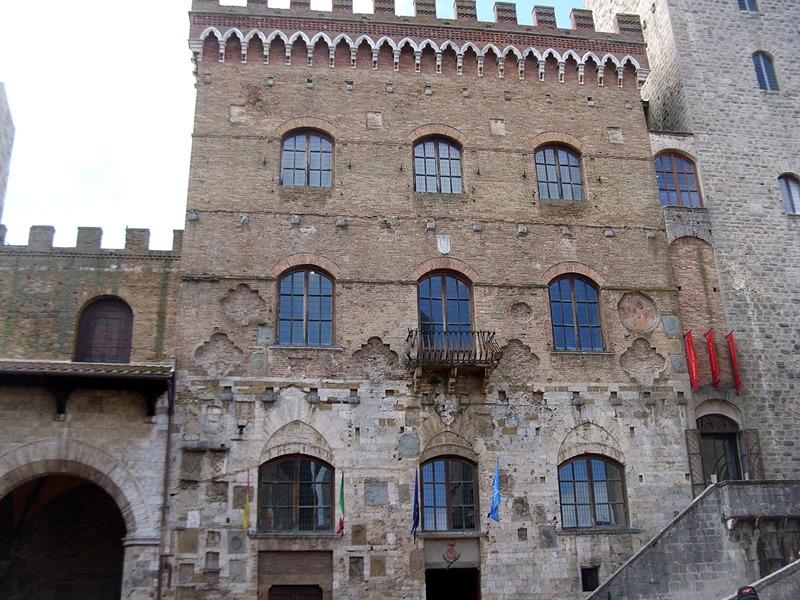 Palazzo Comunale, Piazza del Duomo