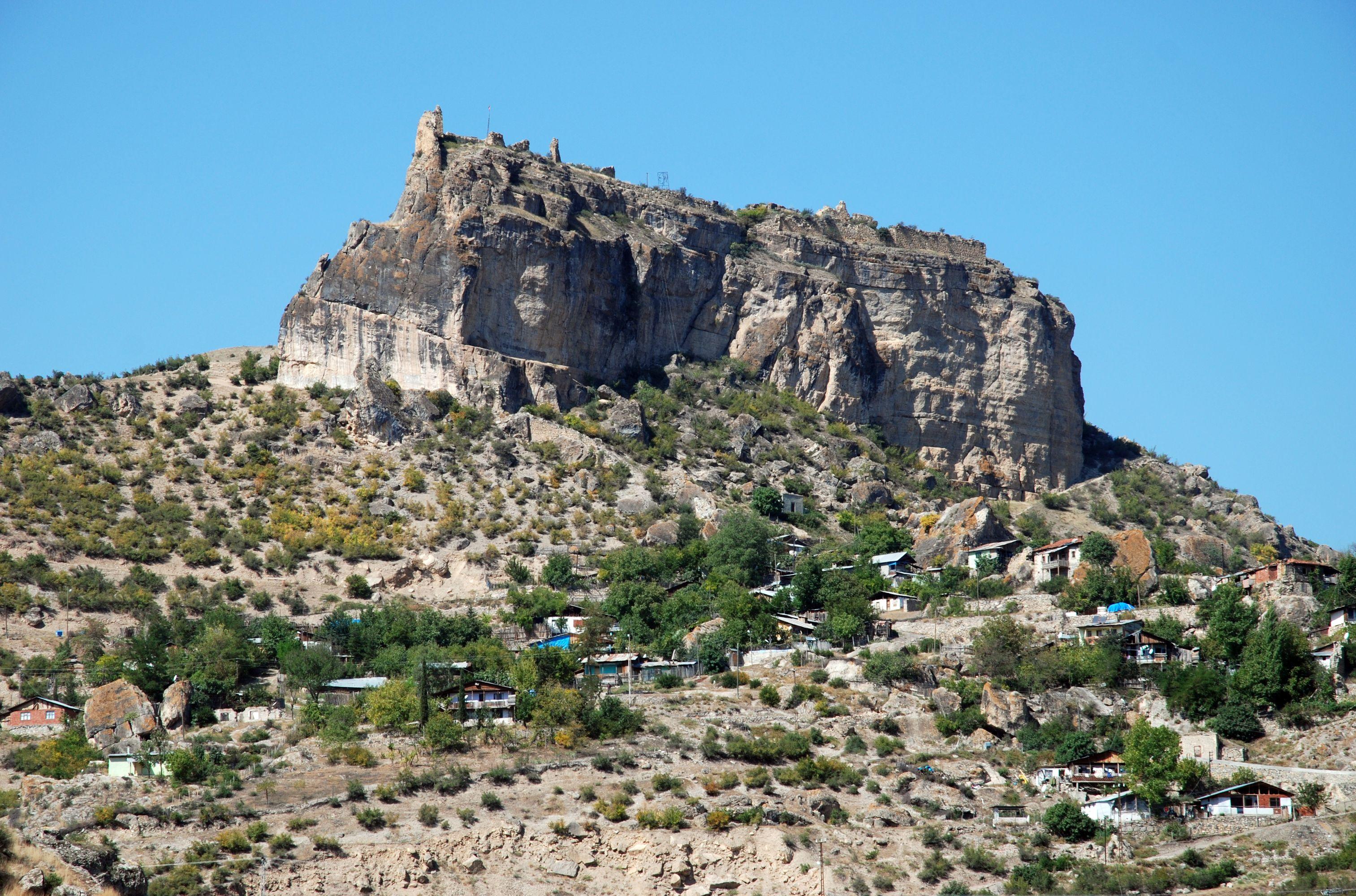 File:Ardanuc-castle.jpg - Wikimedia Commons