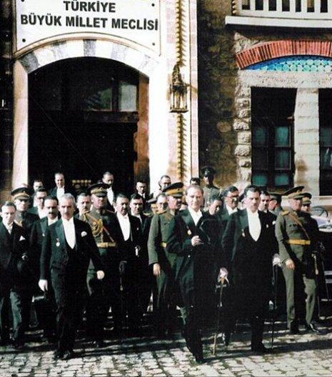 AtaturkwithMembersofParliament.jpg