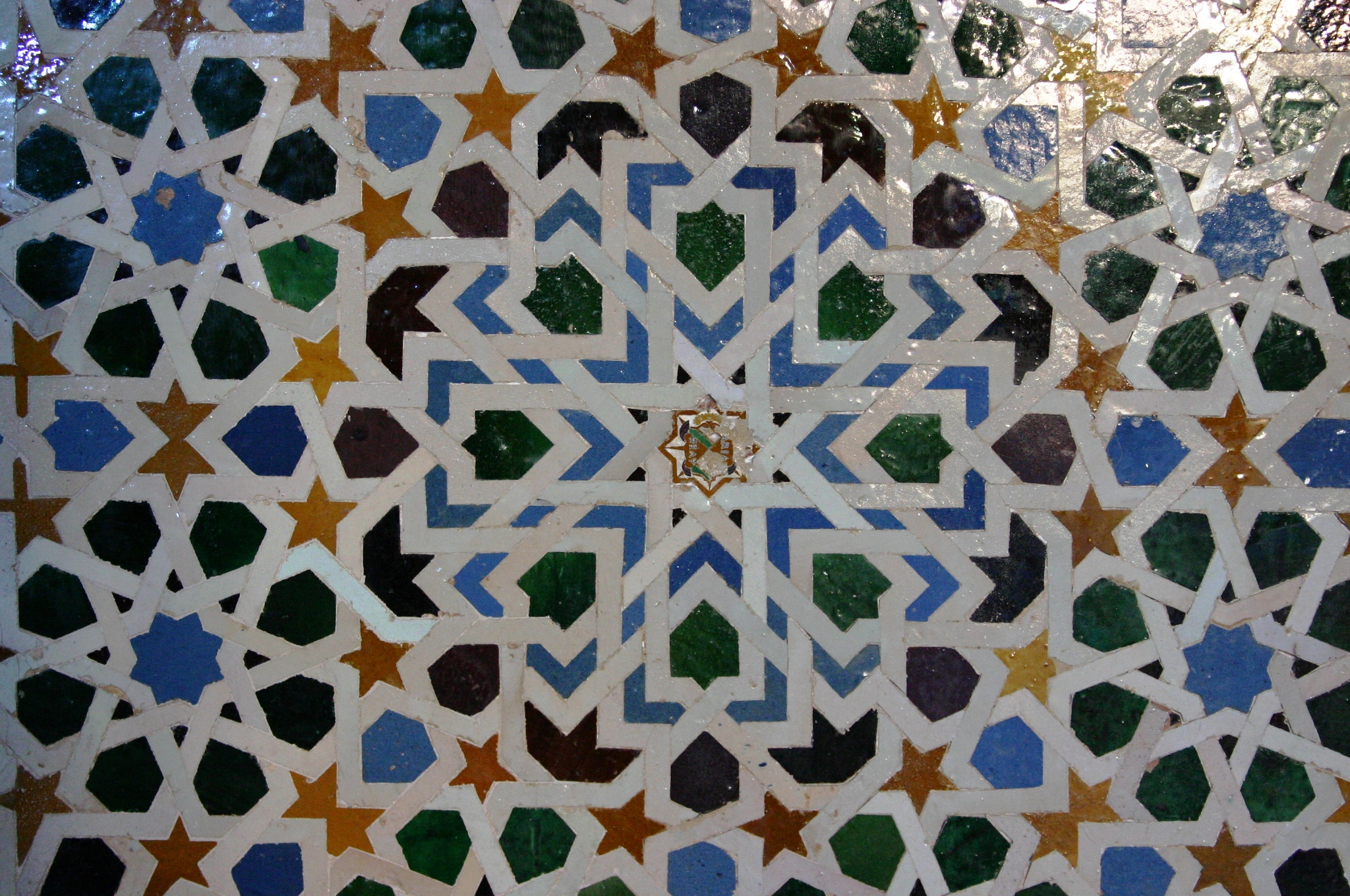 Hoy te recomiendo viajar a la alhambra o las mil y una noches - Zocalos de azulejos ...