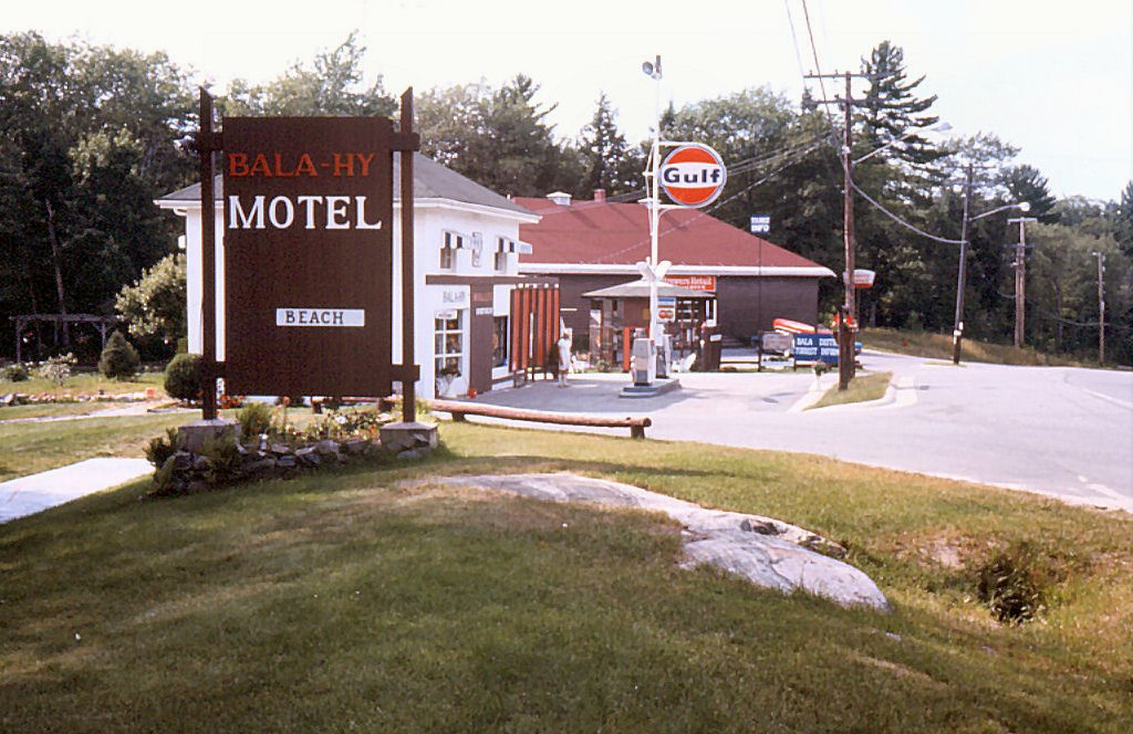 File:Bala-Hy Motel and Gulf Station Bala Ontario.jpg - Wikimedia ...