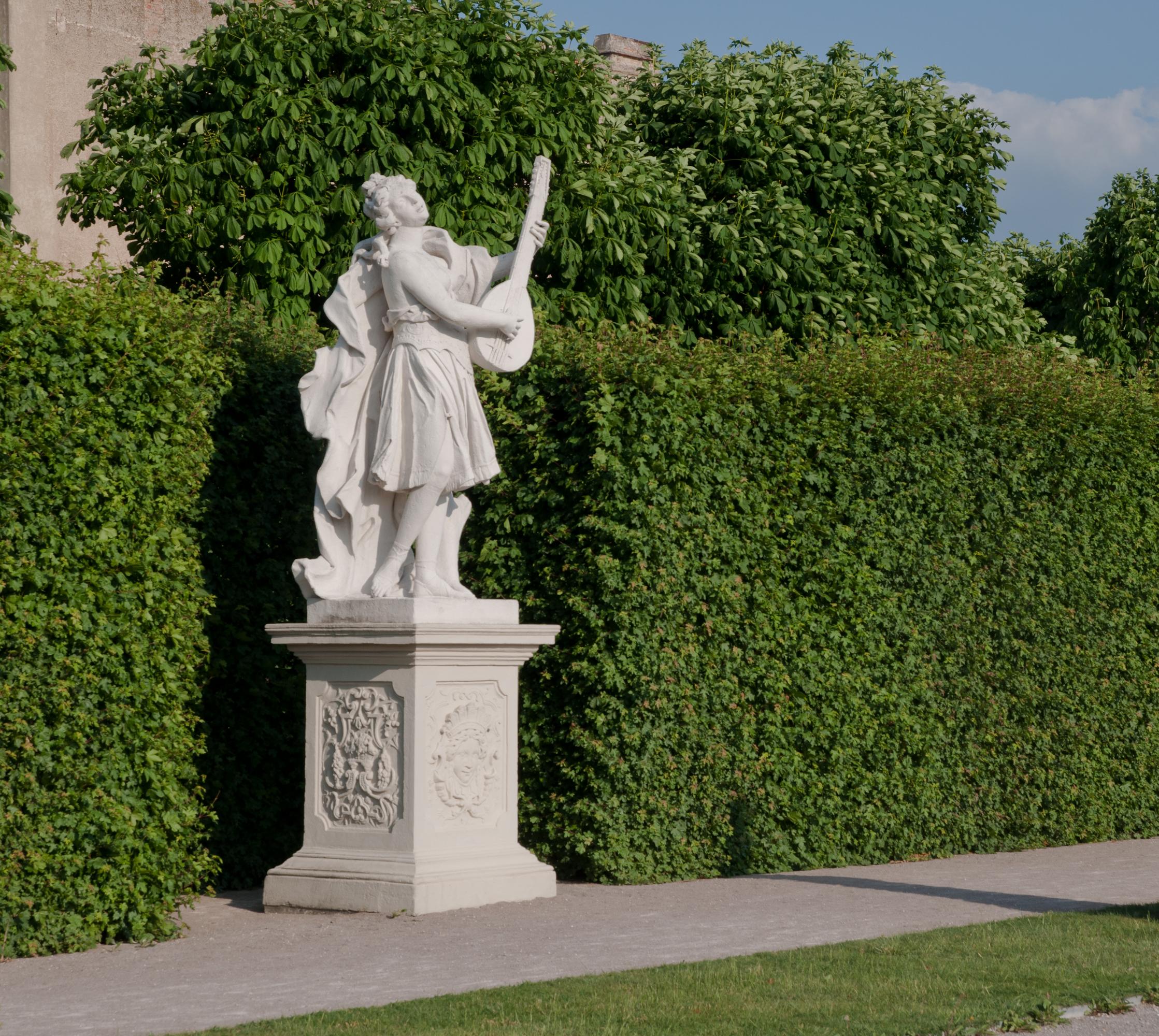 File:Belvedere Gardens Statue   Vienna