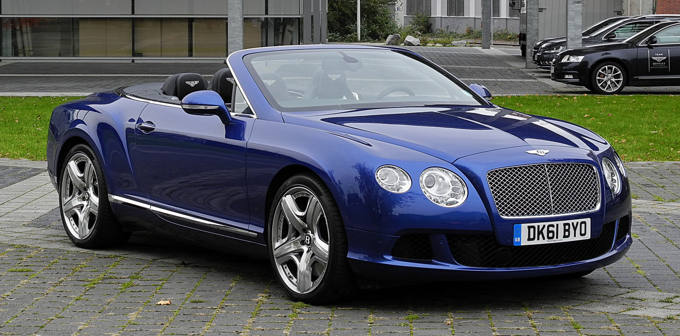 File:Bentley Continental GTC (II) – Frontansicht geöffnet ...