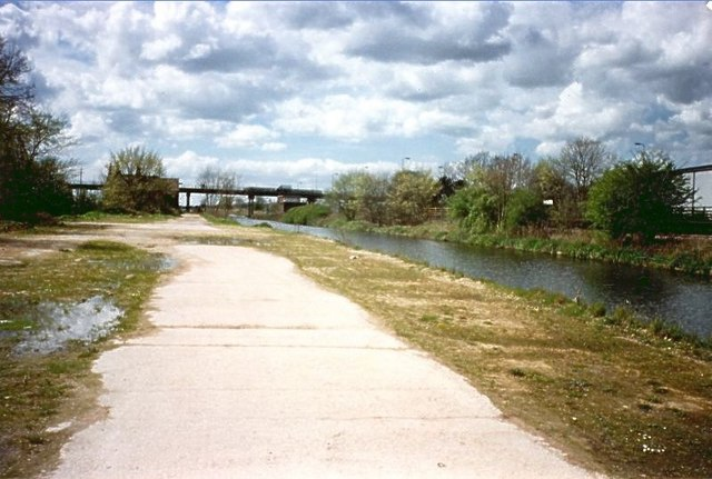 Beside the canal - geograph.org.uk - 375750