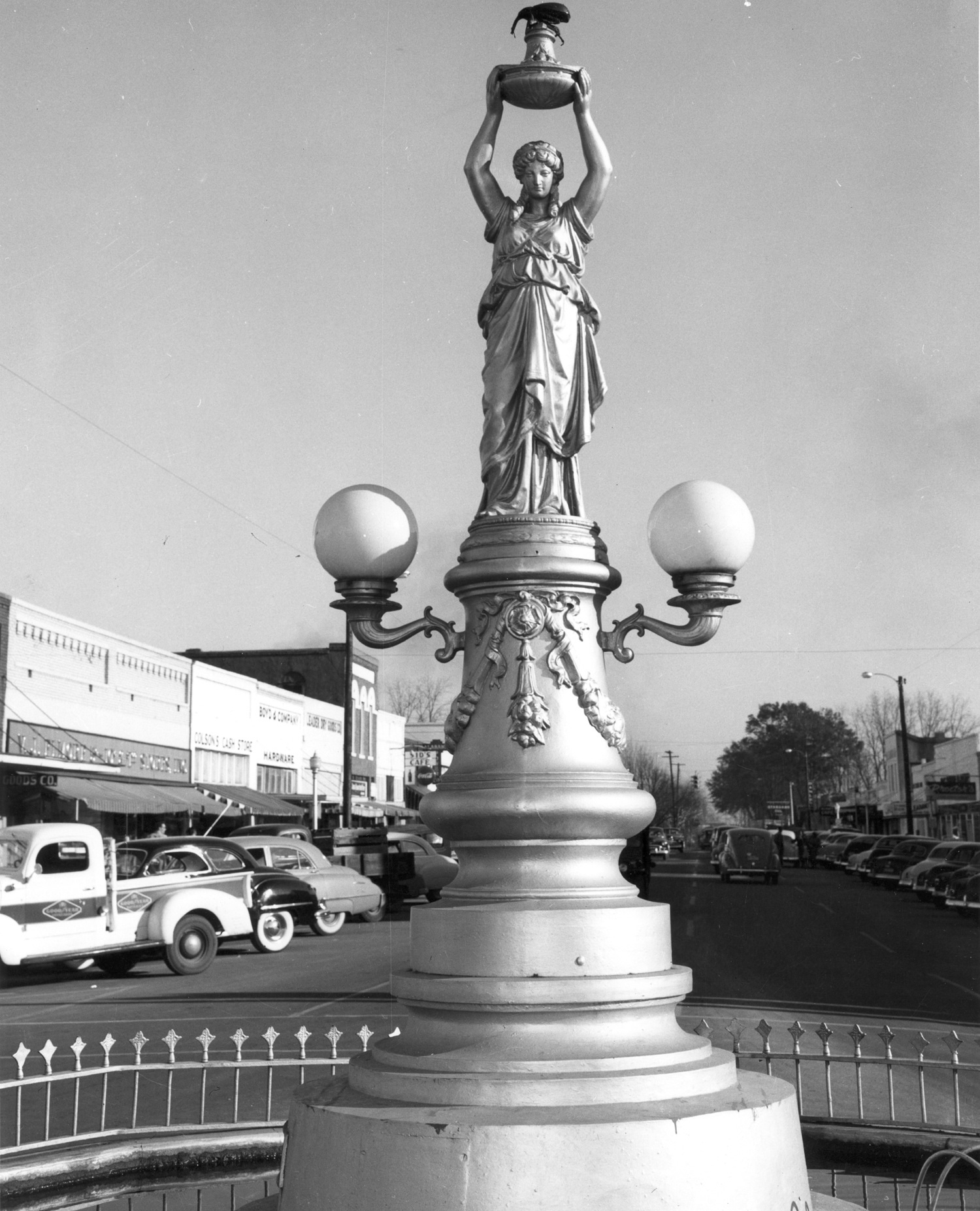 File:Boll weevil monument.jpg