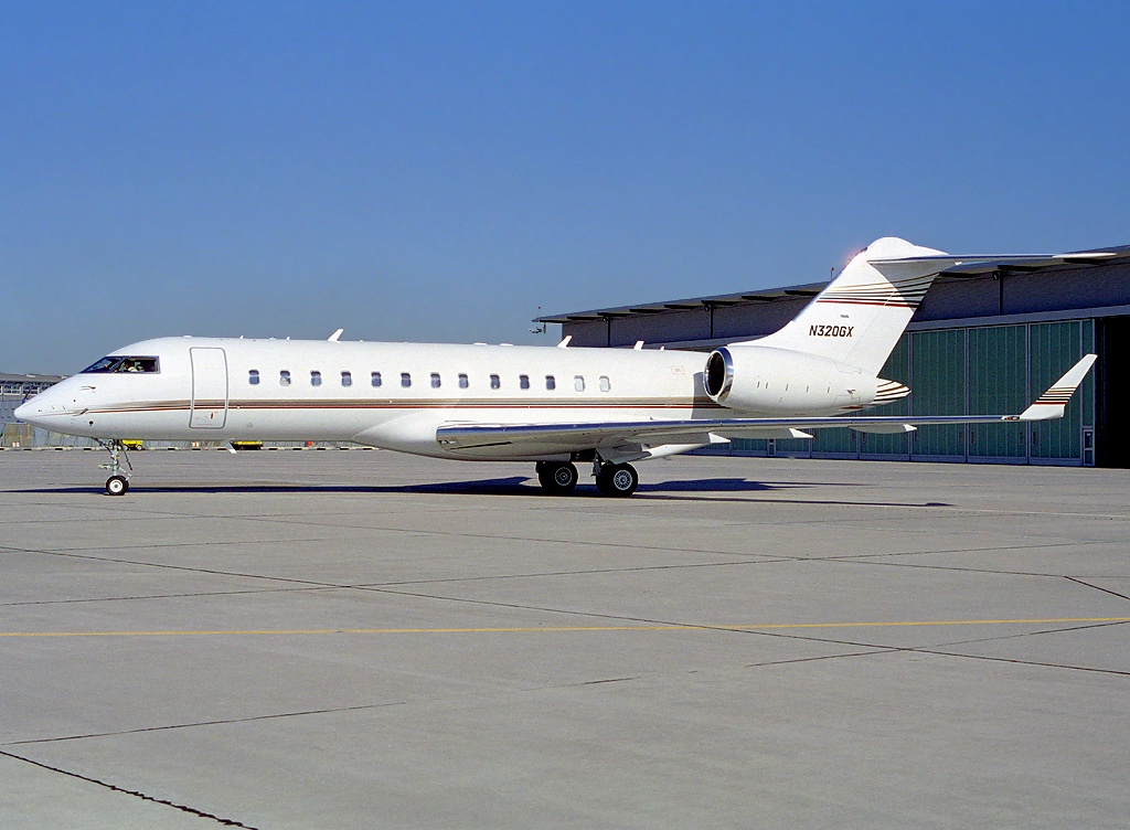 File:Bombardier BD-700-1A10 Global Express, CFS Air ...