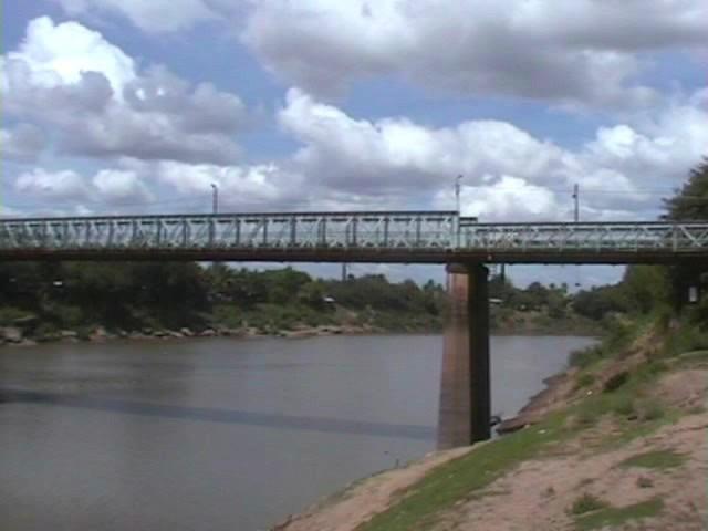 Bridge over the Manimuktha River in Veerasolapuram.jpg