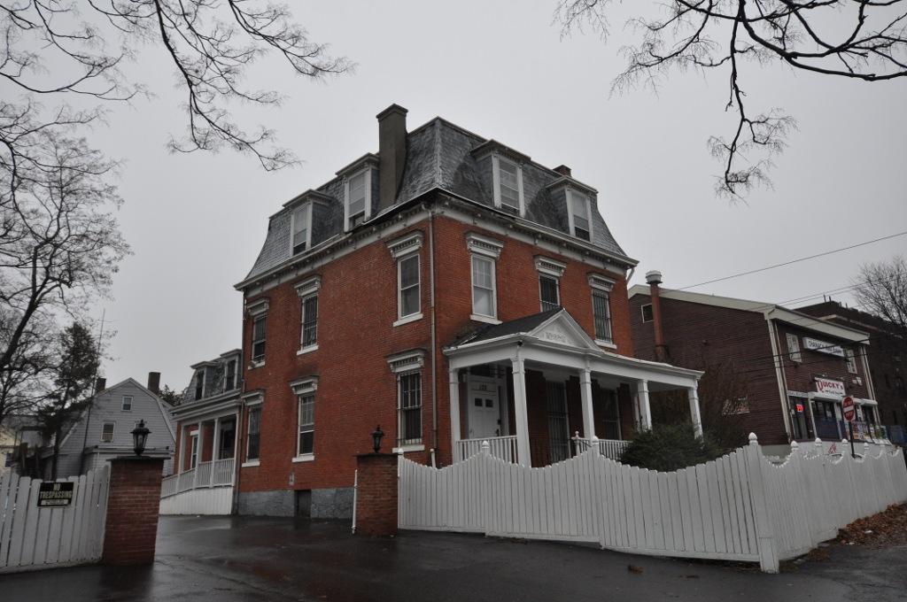 Peyton randolph bishop house wikipedia for The bishop house