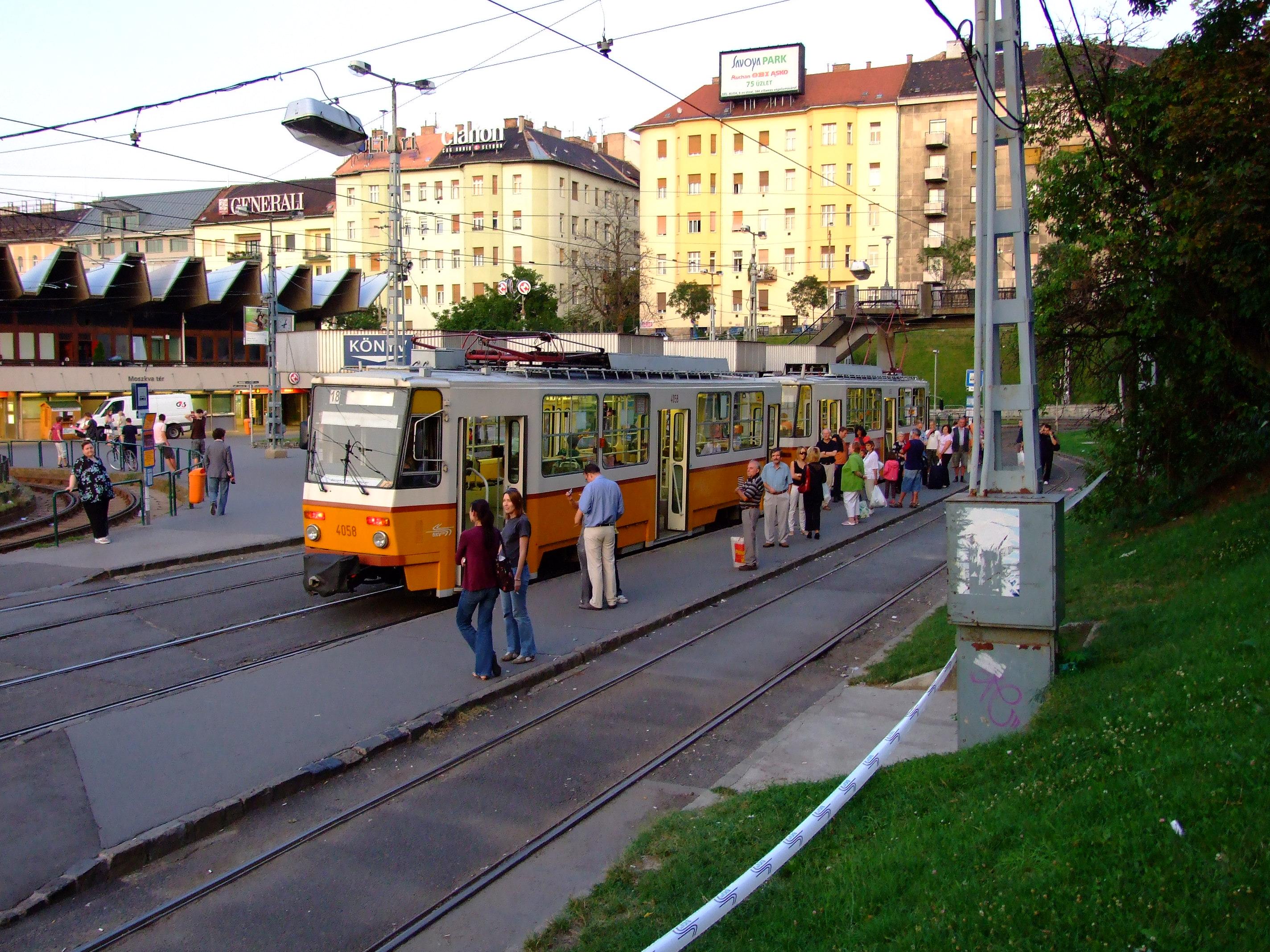 File Budape ť Moszkva T 233 R Tramvaj Na Konečn 233 Stanici Jpg