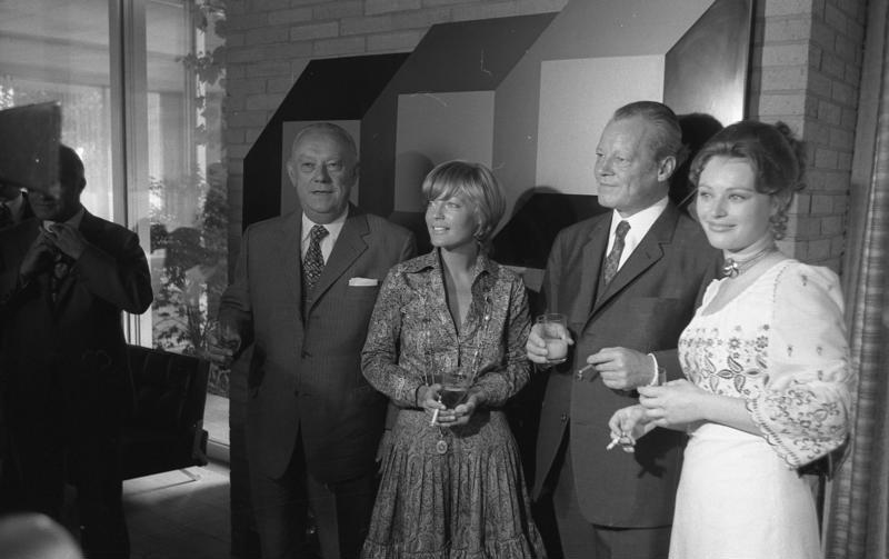 v. l. n.r.: Franz Burda, Romy Schneider, Willy Brandt, Ilona Grübel (23.06.1971)