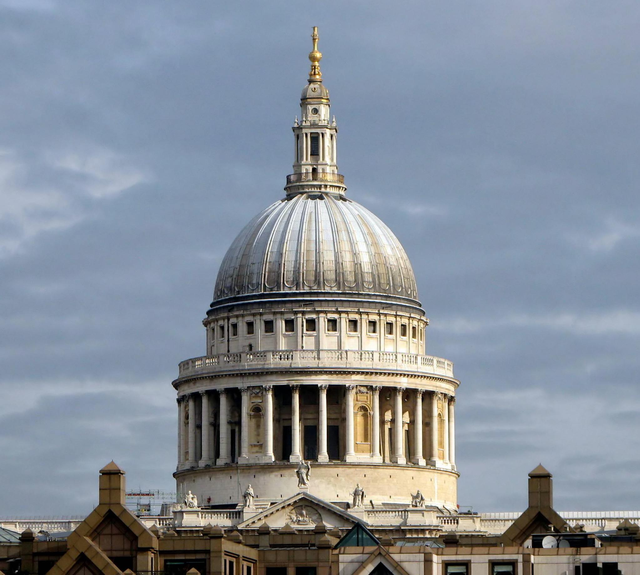 Resultado de imagem para London's domed St. Paul's Cathedral