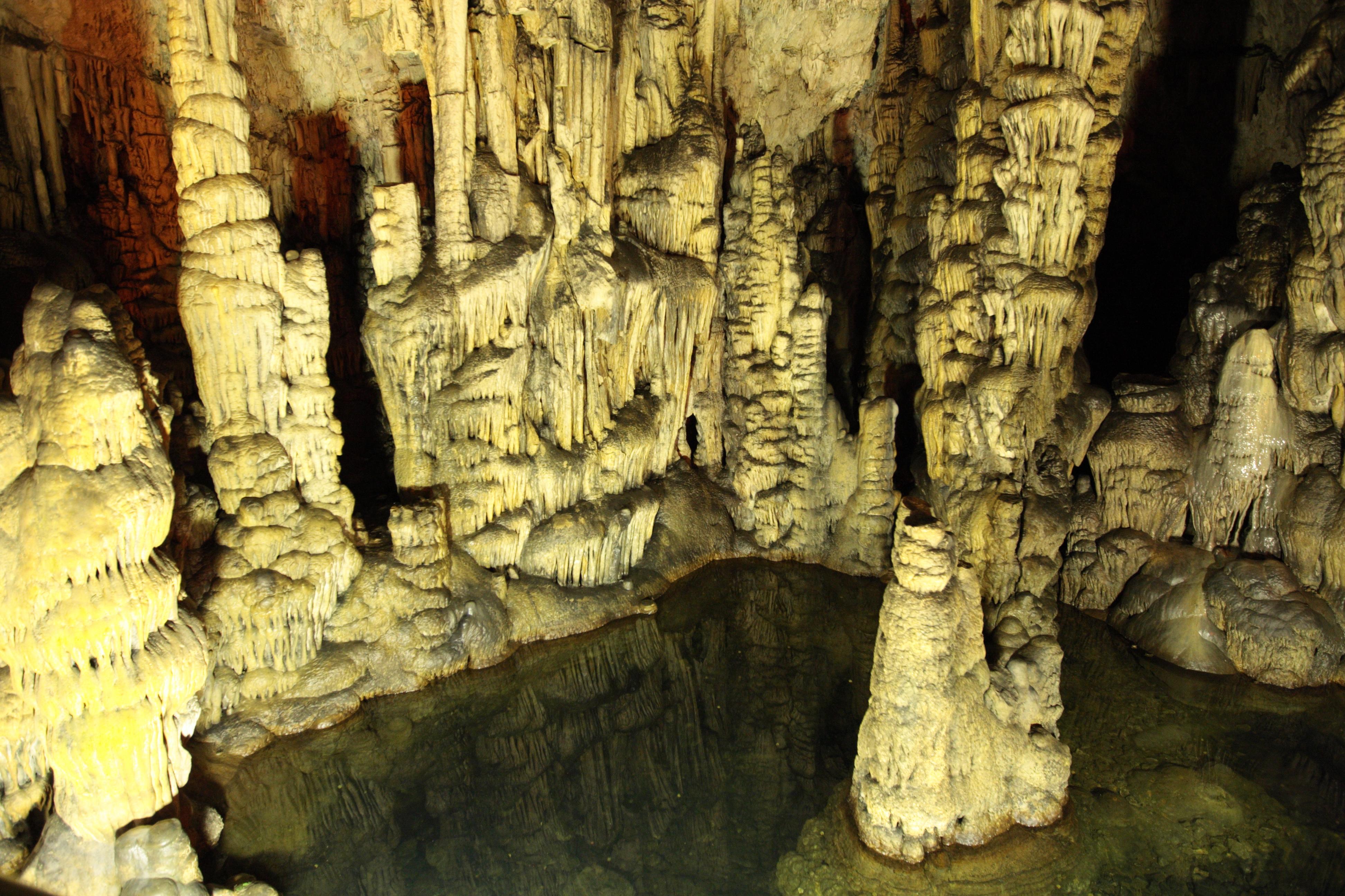 Caverna del Dicte - Wikipedia, la enciclopedia libre