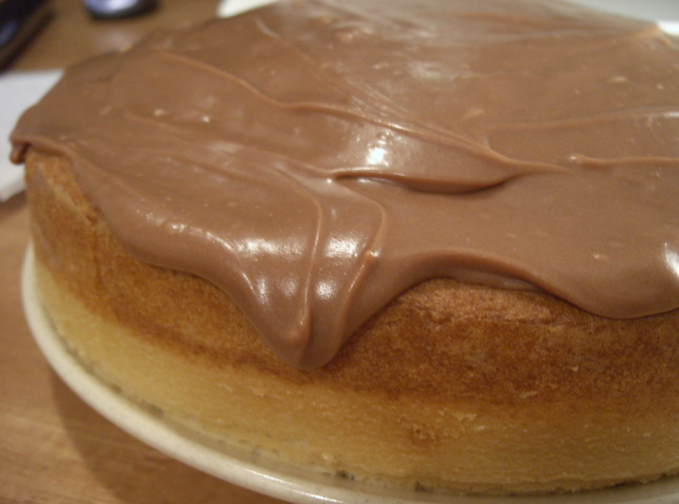 File:Chocolate Sour-Cream Icing on cake.JPG - Wikimedia Commons
