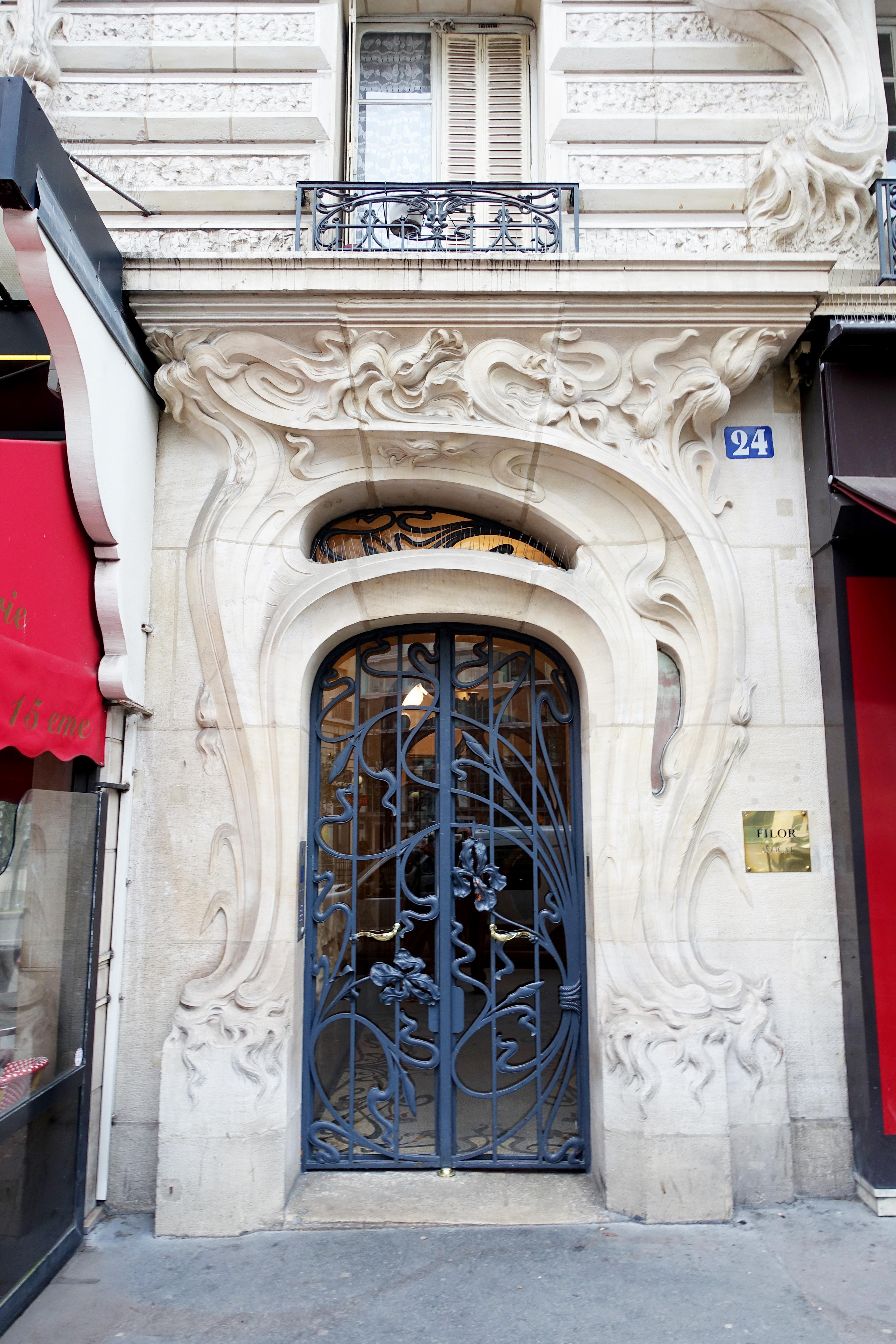 File:Door frame, 24 Place Etienne Pernet, 75015 Paris, 11 February ...