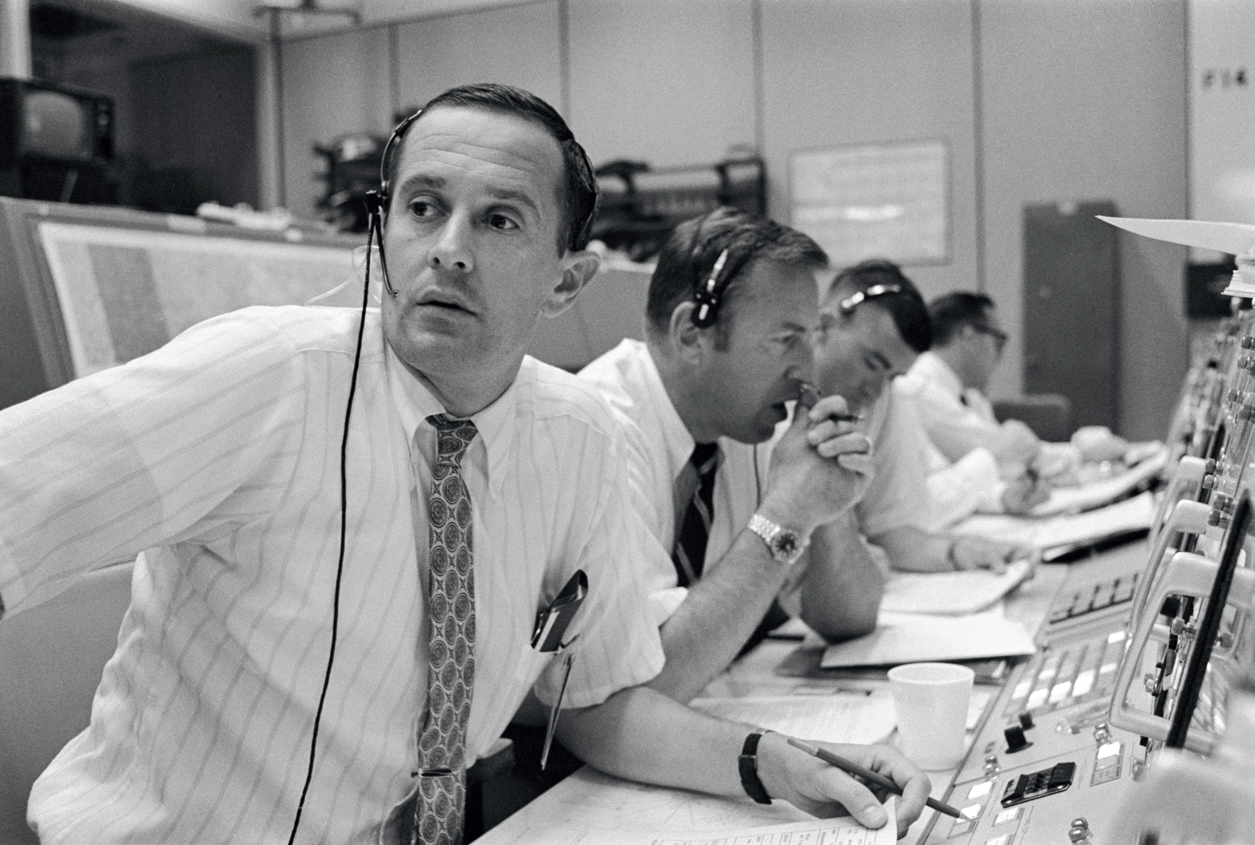 Duke,_Lovell_and_Haise_at_the_Apollo_11_Capcom,_Johnson_Space_Center,_Houston,_Texas_-_19690720.jpg
