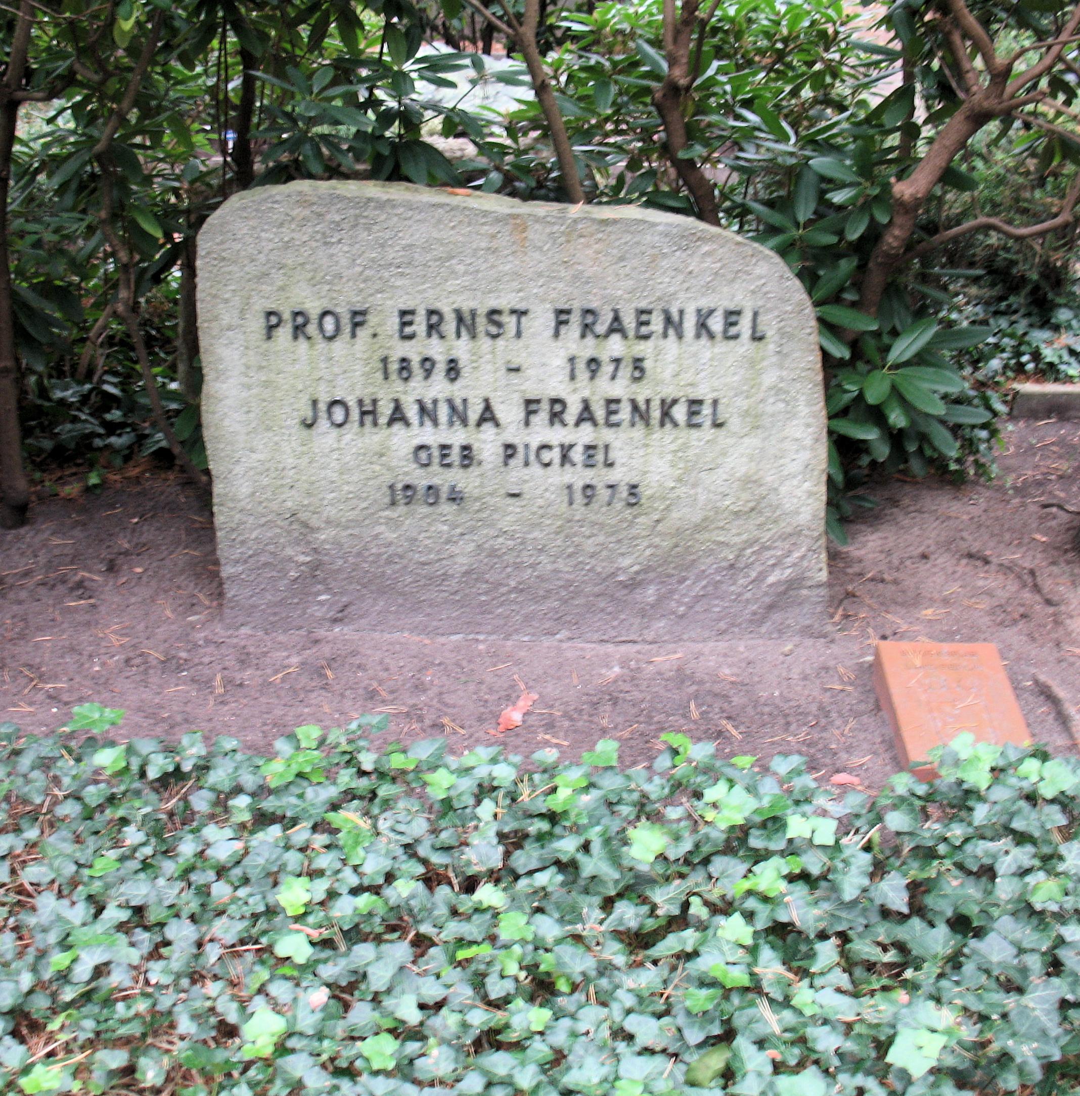 Datei:Ehrengrab Hüttenweg 47 (Dahl) Ernst Fraenkel.jpg – Wikipedia