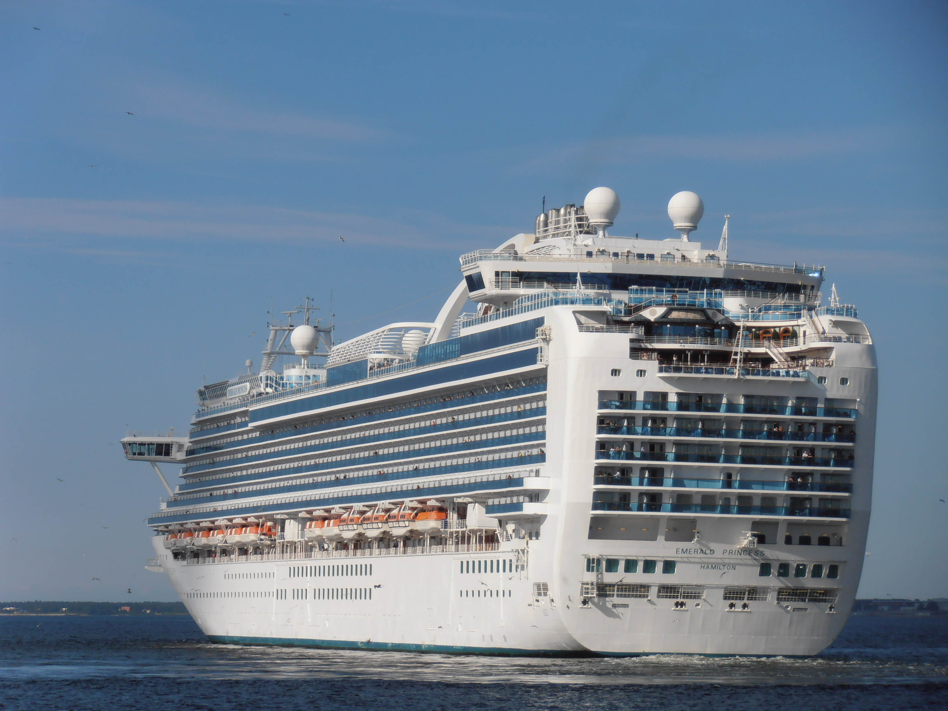 File:Emerald Princess departing Tallinn 2 August 2012.JPG ...