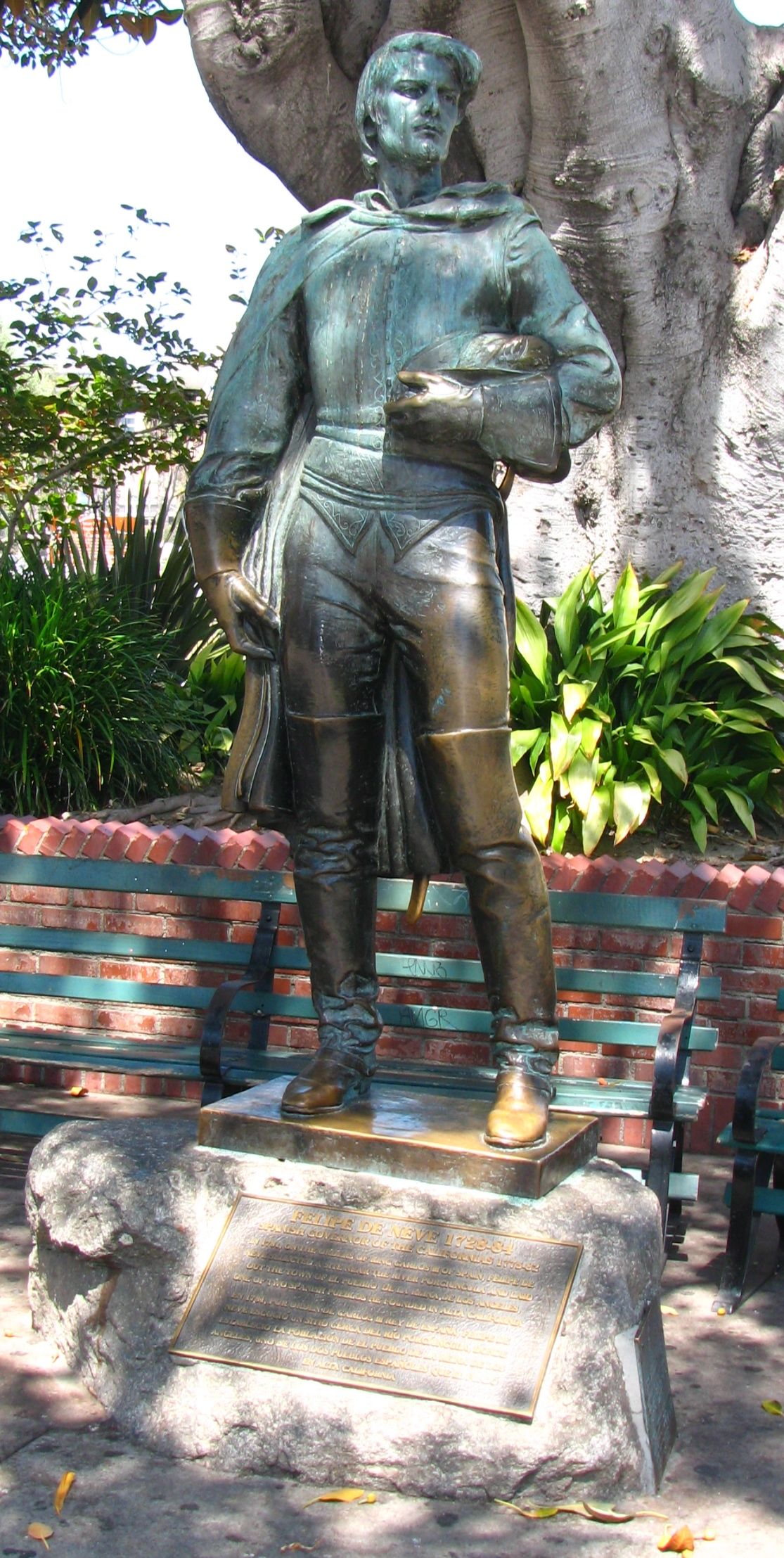 A photo of the statue of Spanish Governor Felipe de Neve in Olvera Street