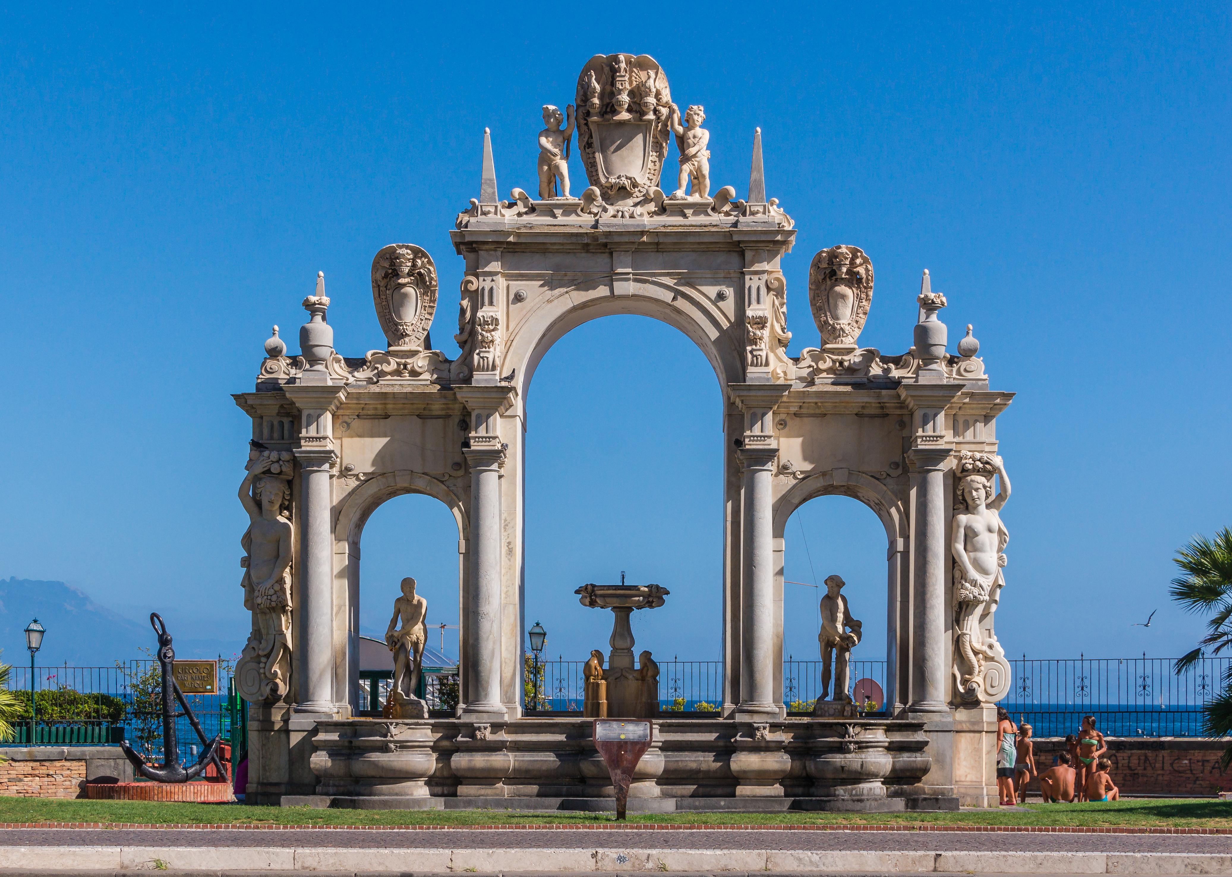 Fontana del Gigante Naples.jpg