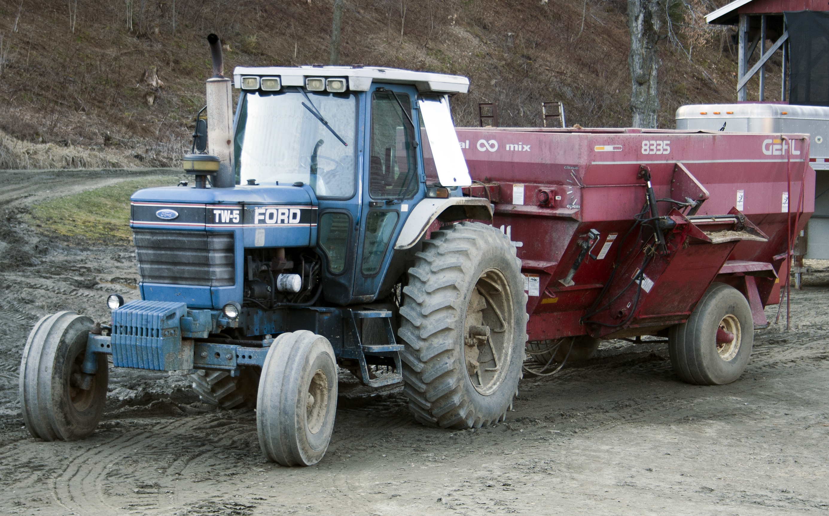 File:Ford TW-5 traktor.jpg - Wikimedia Commons