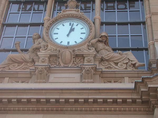 Frankfurt Uhrzeit