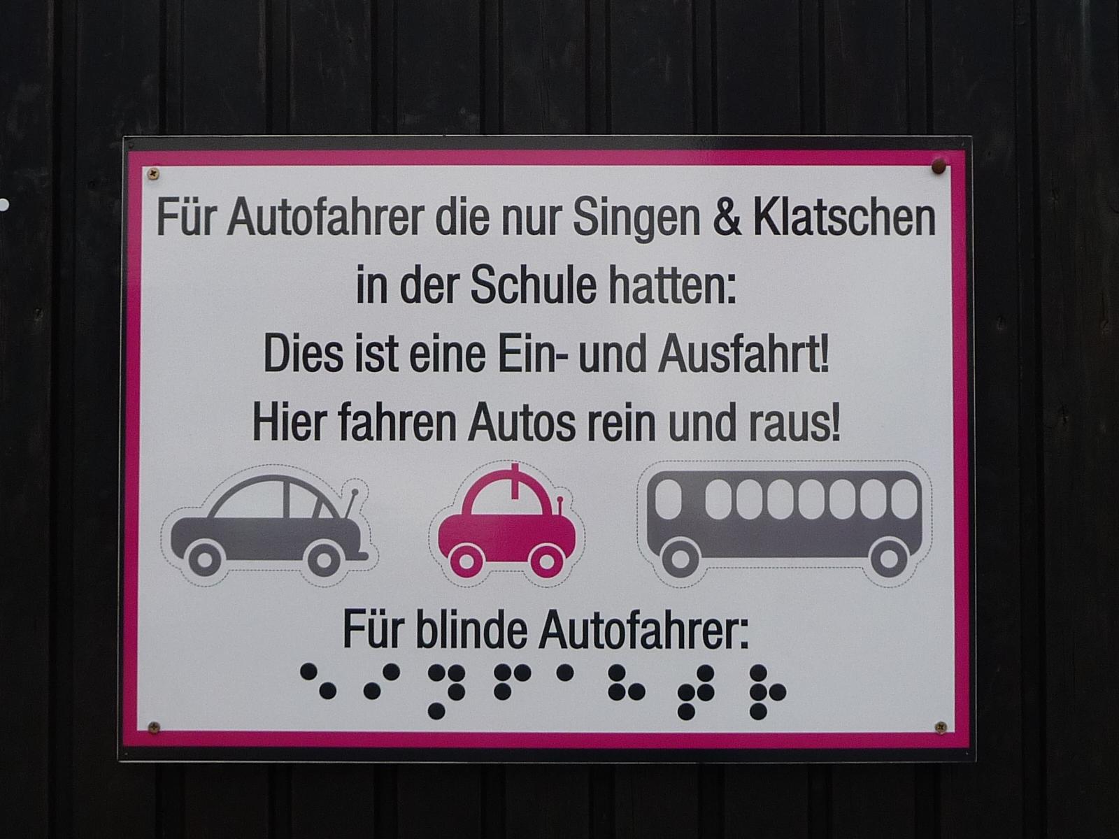 Fuer_blinde_Autofahrer_(Ausfahtr).JPG