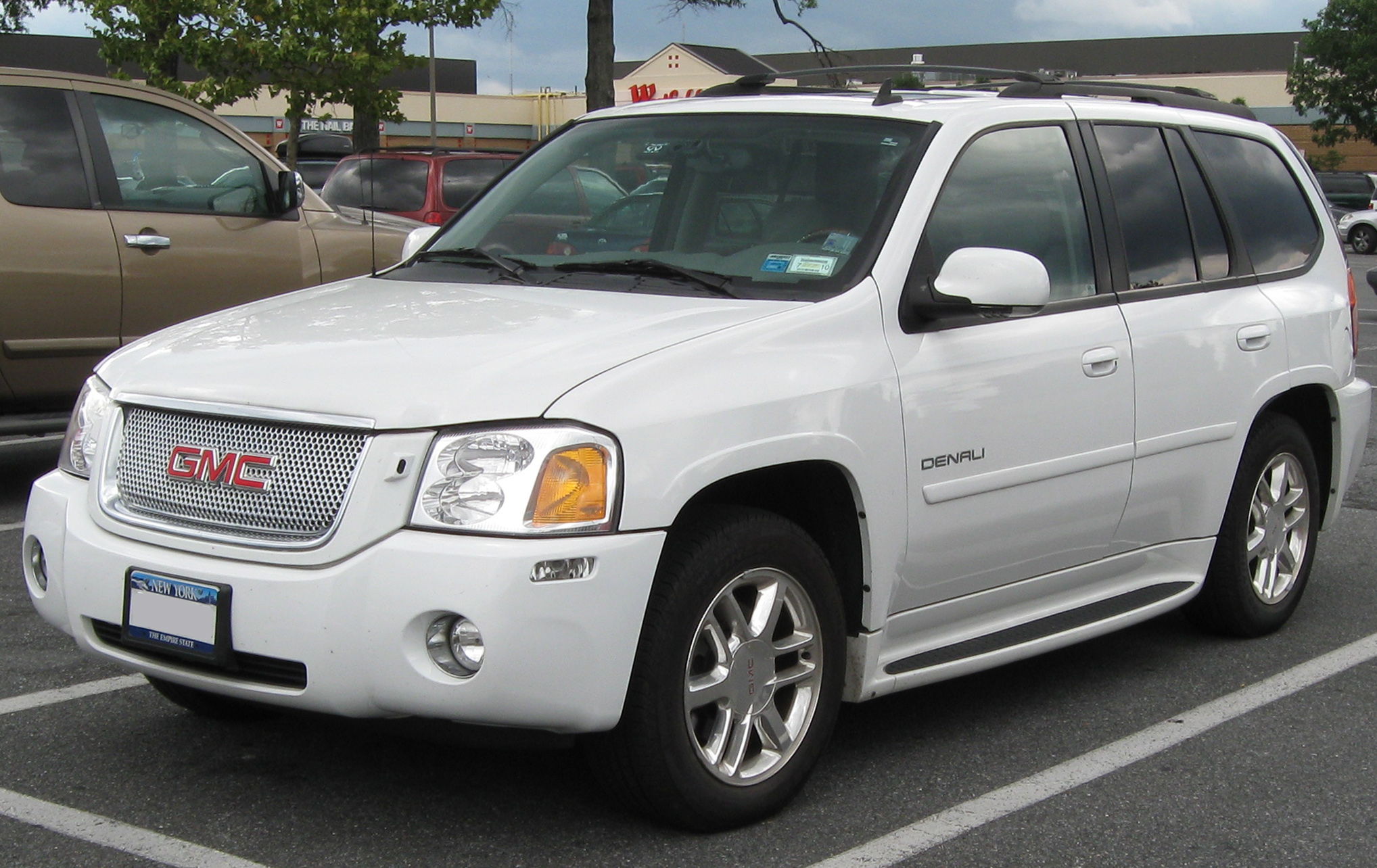 Description GMC Envoy Denali -- 08-21-2009.jpg
