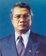 Governor of Bank Indonesia J. Soedradjad Djiwandono.jpg