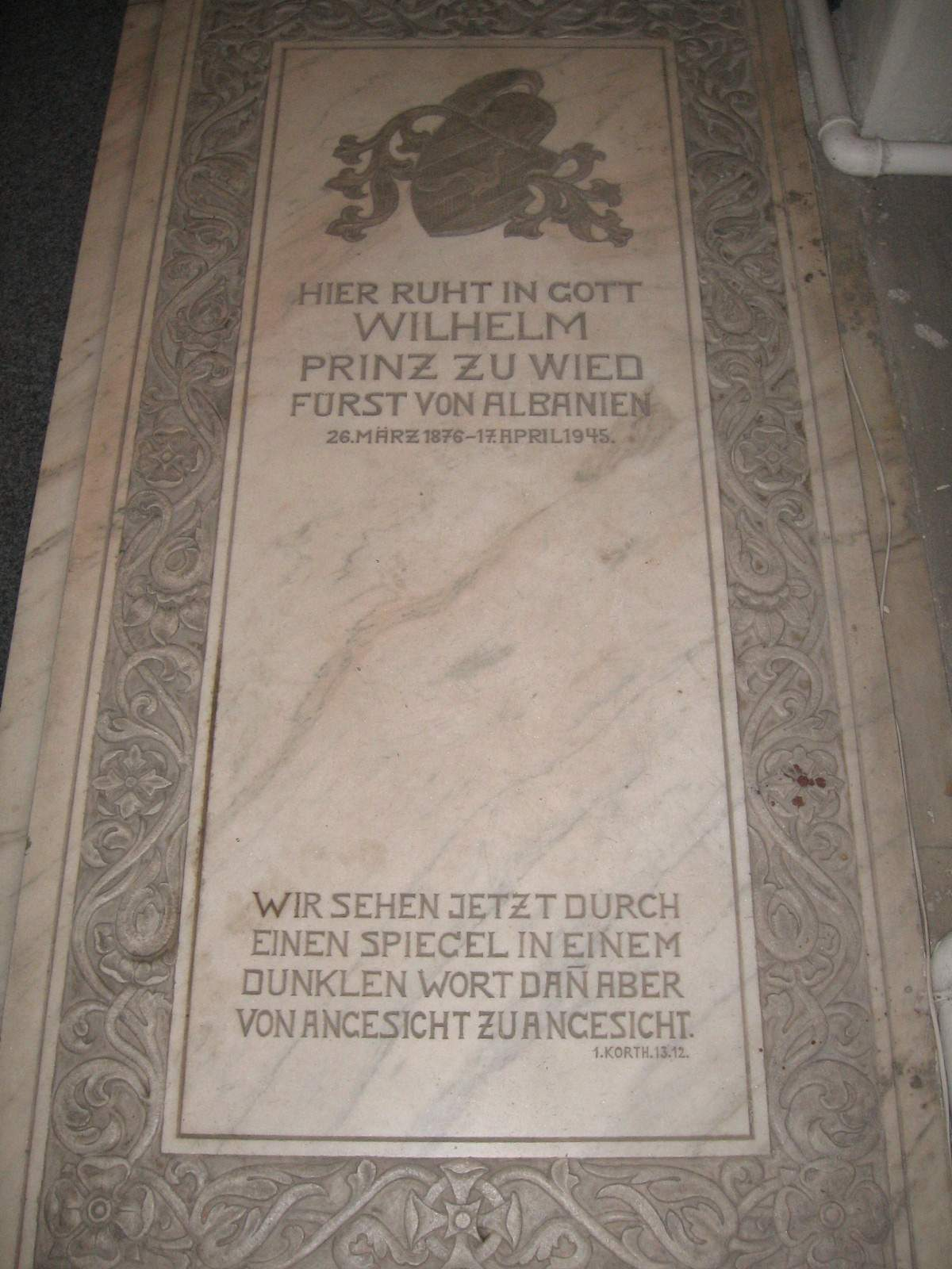 http://upload.wikimedia.org/wikipedia/commons/5/5d/Grabstein_von_Wilhelm_zu_Wied.JPG