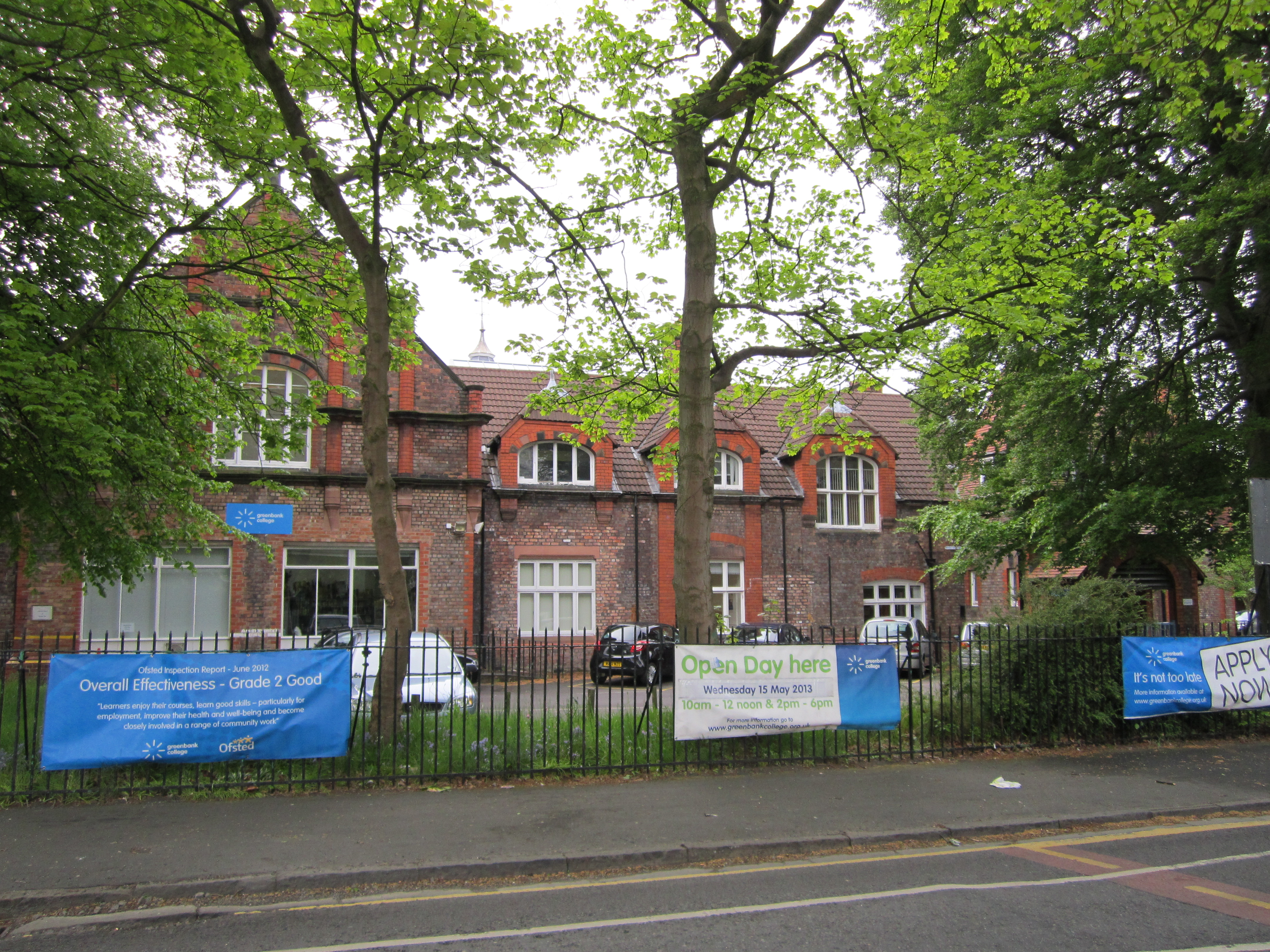 File greenbank college liverpool 2 jpg wikimedia commons for Furniture 66 long lane liverpool