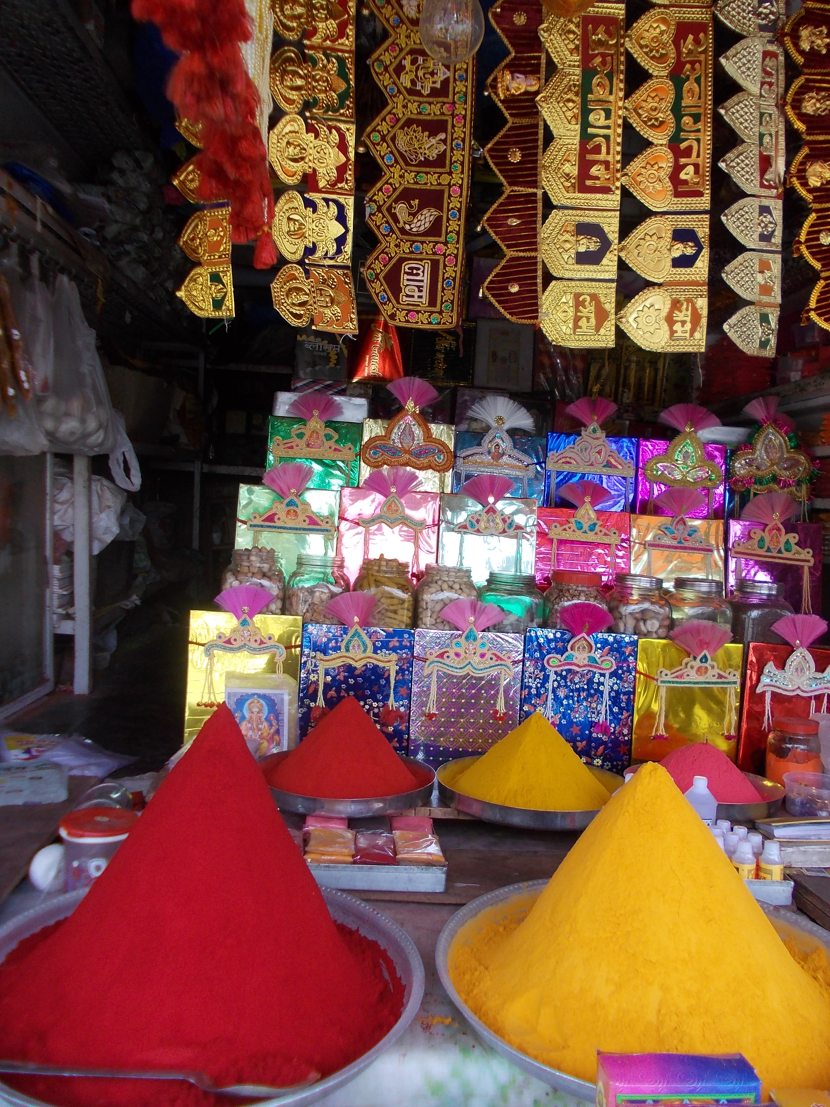 File:Haldi(Turmeric) and Sindoor in the street shop,Pune JPG