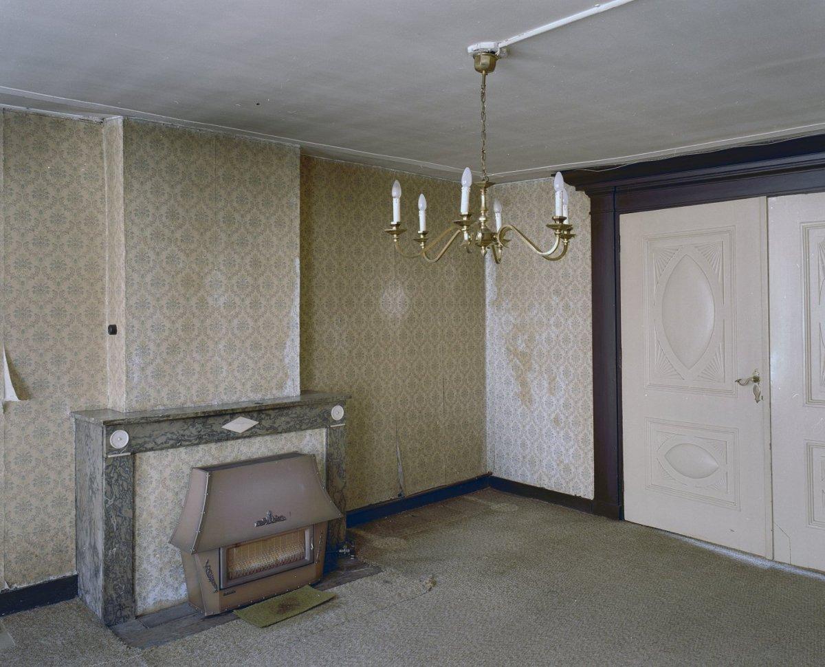 File interieur kamer linksvoor overzicht met schouw en for Kamer interieur