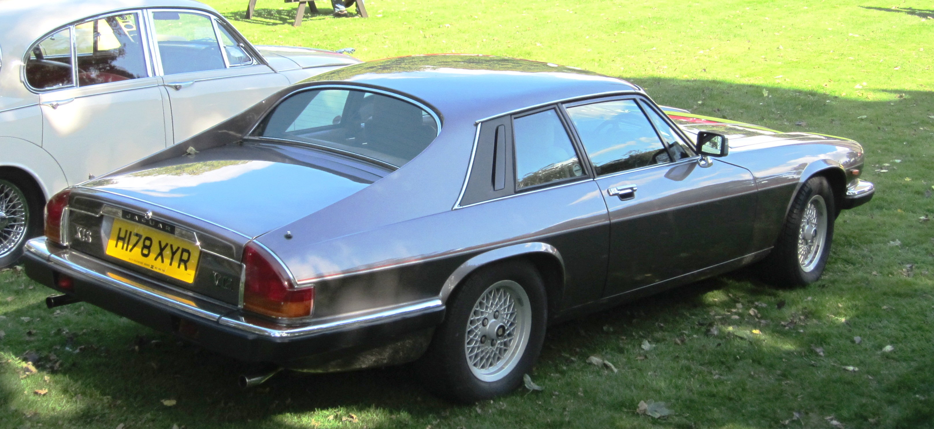 Jagyar_XJS_V12_5343cc_September_1990_rea