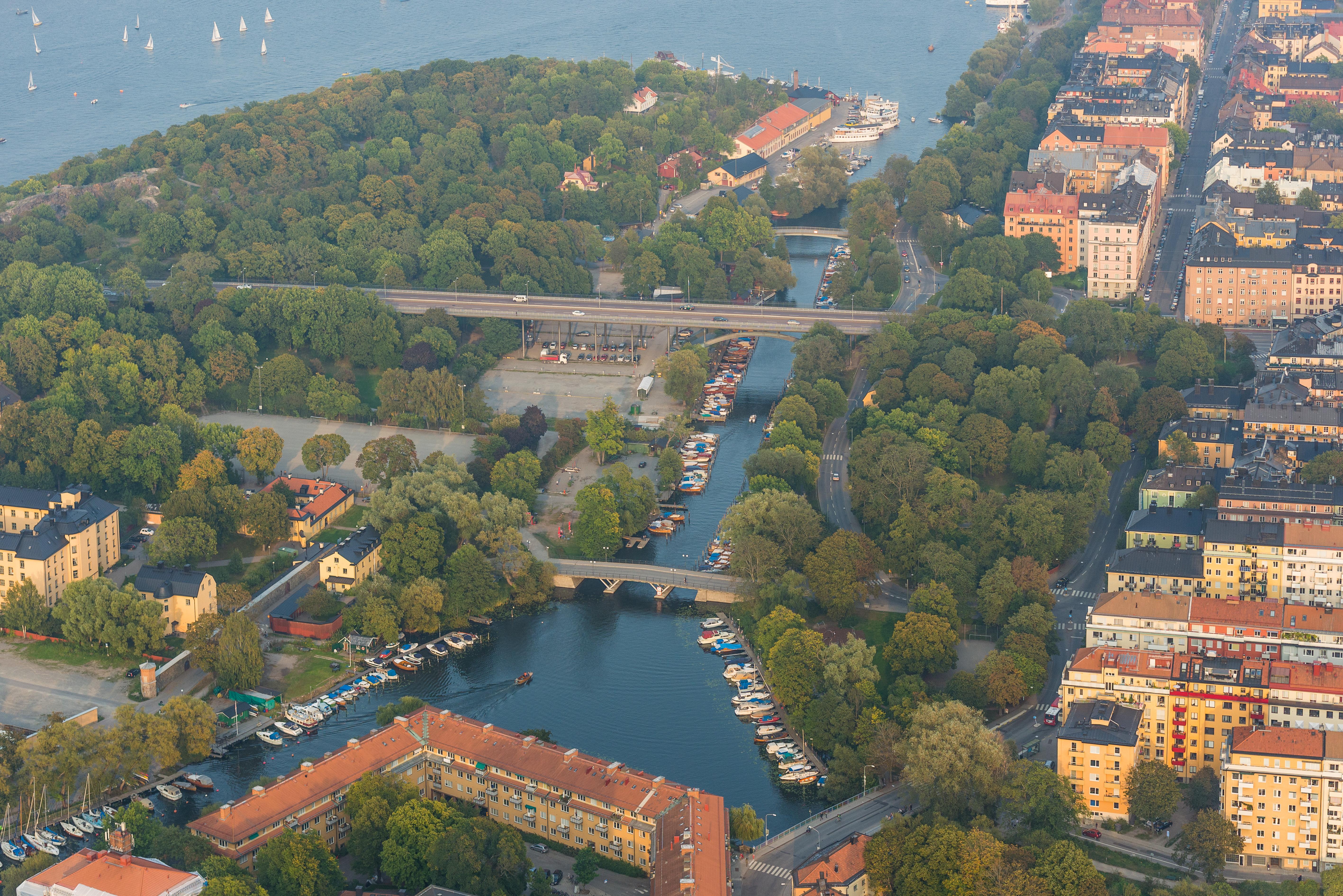 L%C3%A5ngholmen_September_2014.jpg?uselang=de