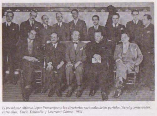 El presidente López (centro) con directores liberales y conservadores. Laureano Gómez a su lado derecho