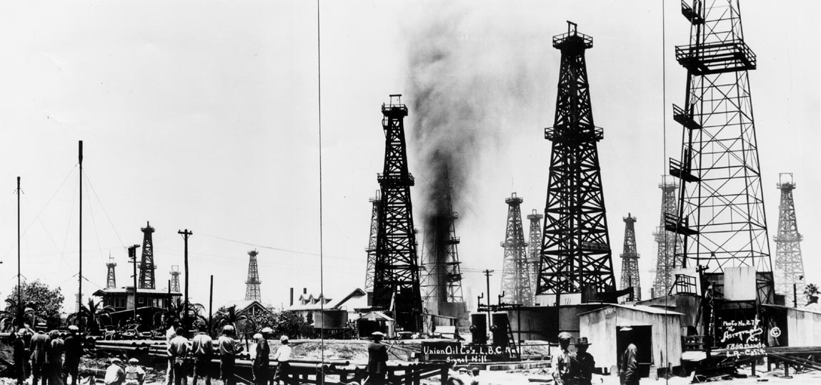 Oil field in Long Beach, 1920