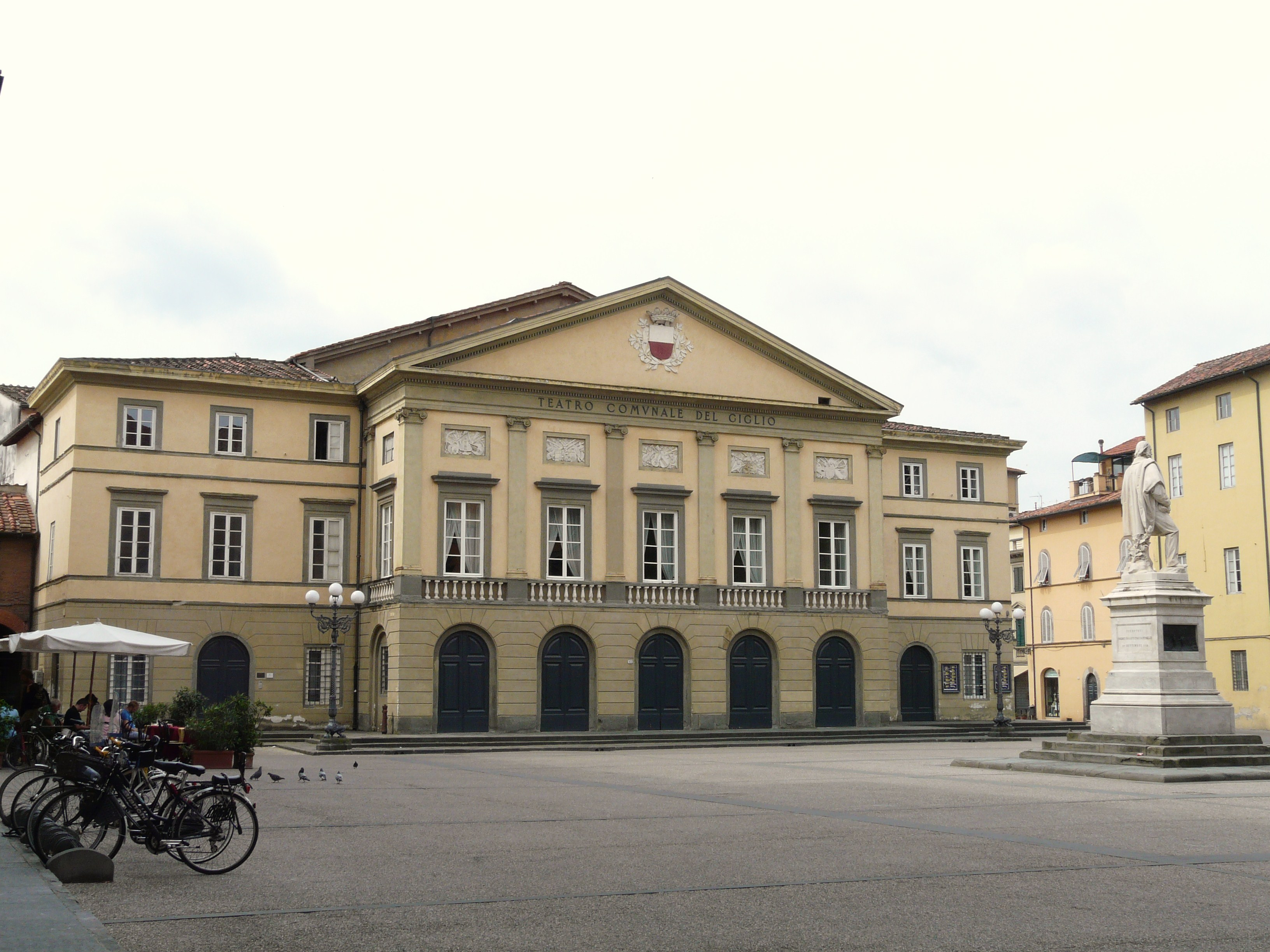 Teatro del Giglio - Wikipedia