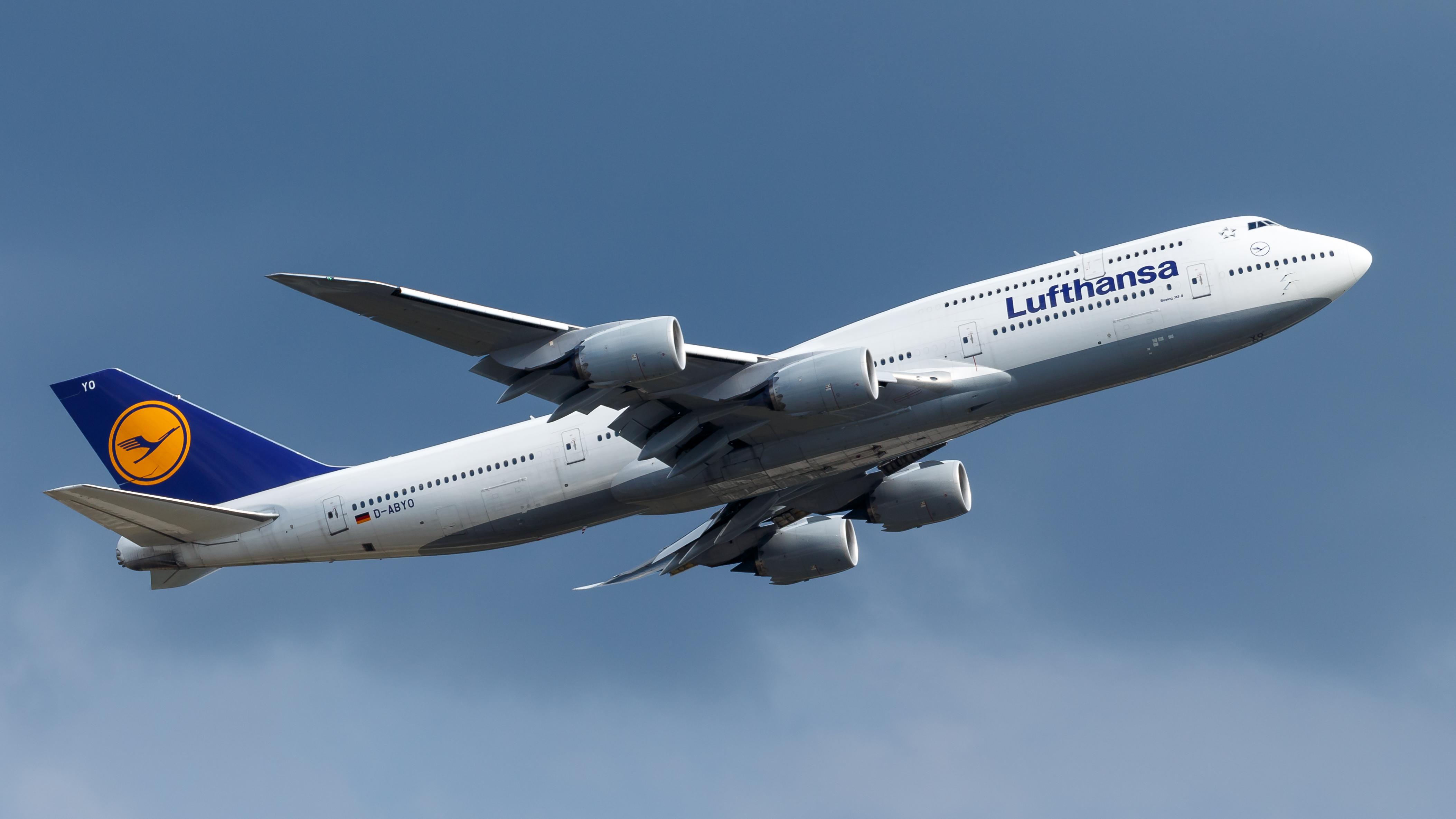 File:Lufthansa Boeing 747-8 (D-ABYO) at Frankfurt Airport (2