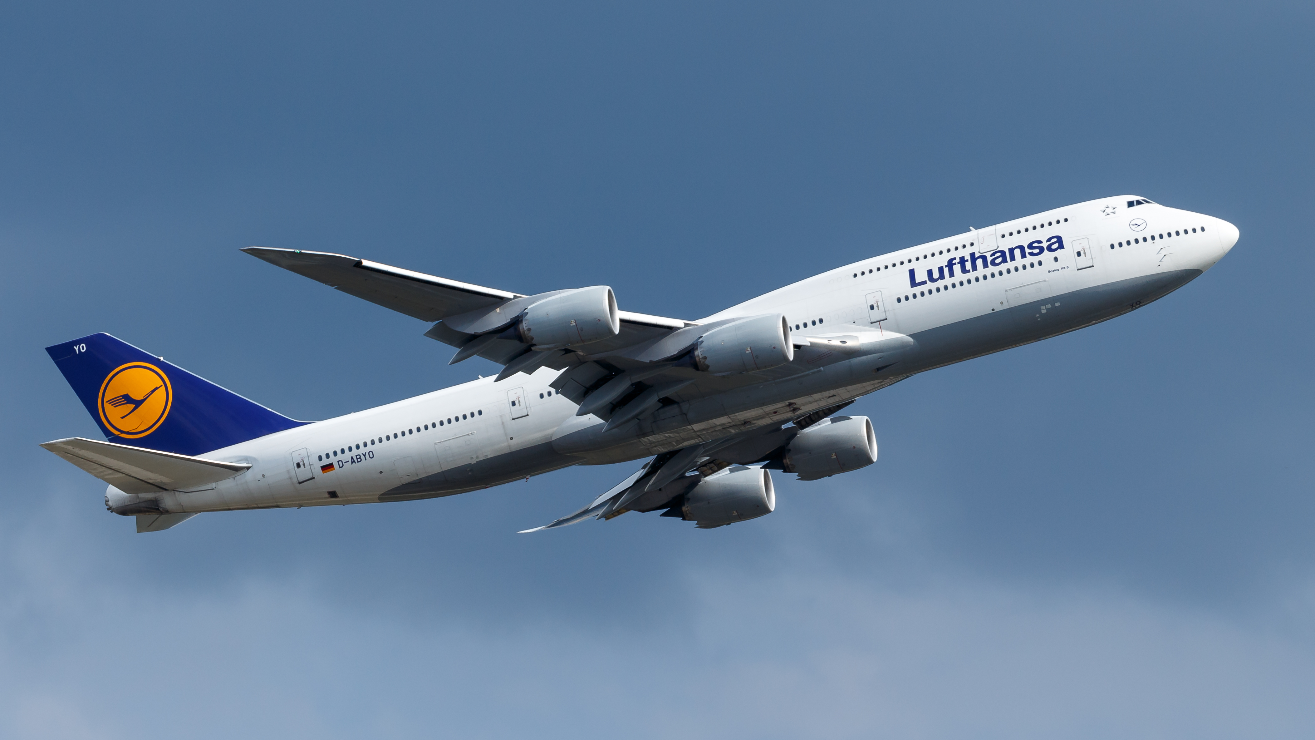 Lufthansa_Boeing_747-8_(D-ABYO)_at_Frank