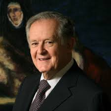 The 85-year old son of father (?) and mother(?) Luis Carlos Sarmiento in 2018 photo. Luis Carlos Sarmiento earned a  million dollar salary - leaving the net worth at 12600 million in 2018