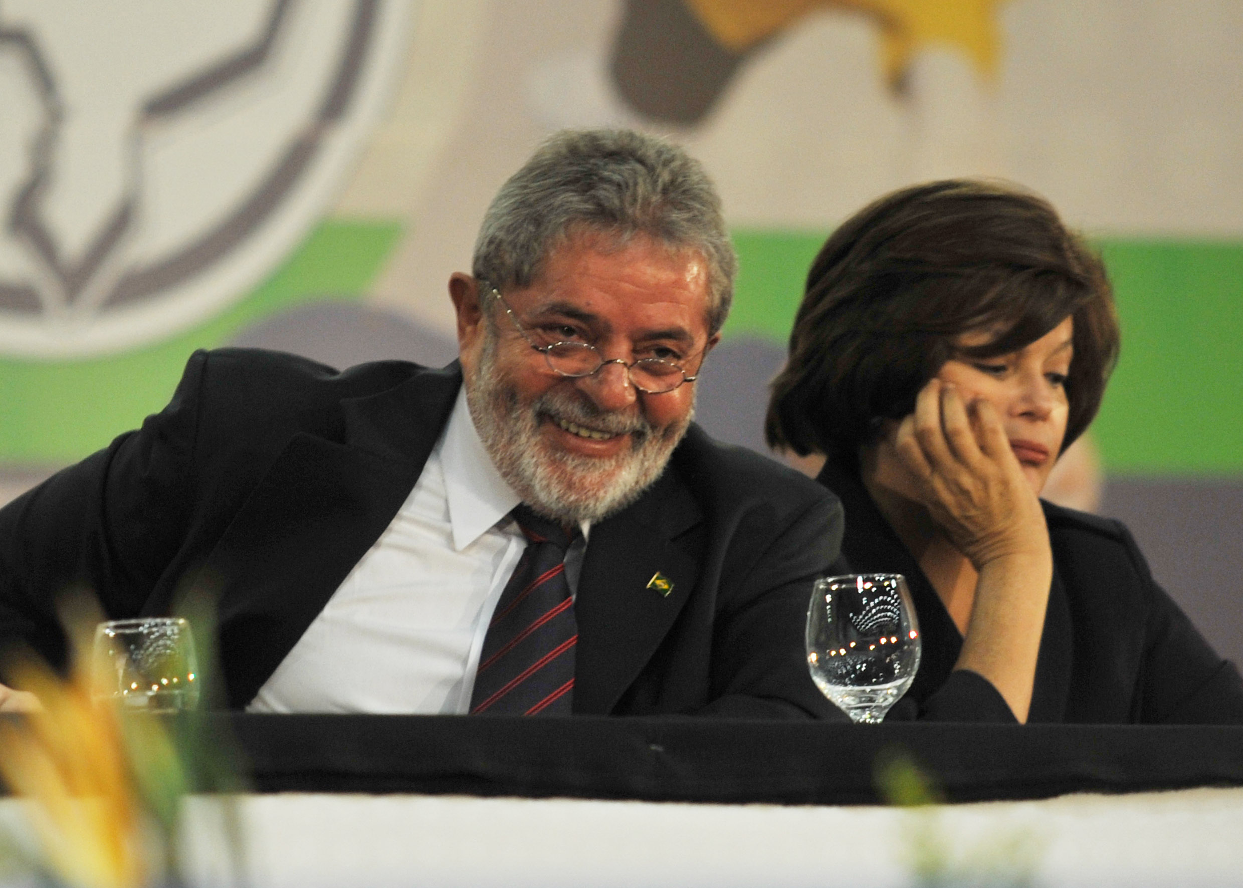 http://upload.wikimedia.org/wikipedia/commons/5/5d/Lula_Dilma_Conune_2009.jpg
