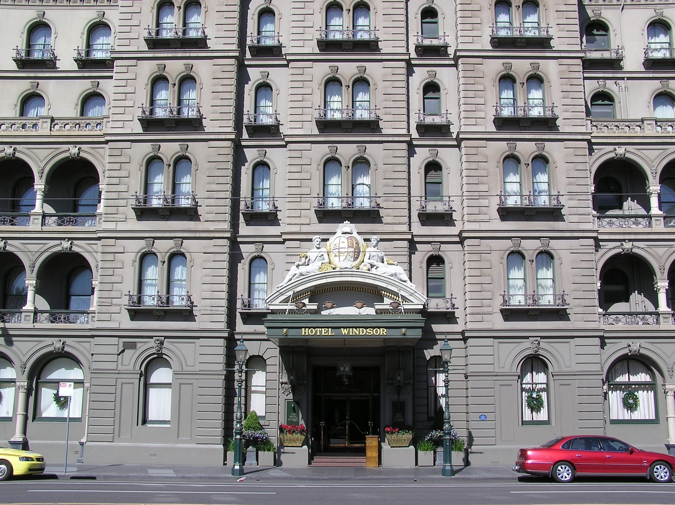 Foyer And Entrance Of The Windsor Hotel : File melbourne windsor hotel entrance g wikimedia commons