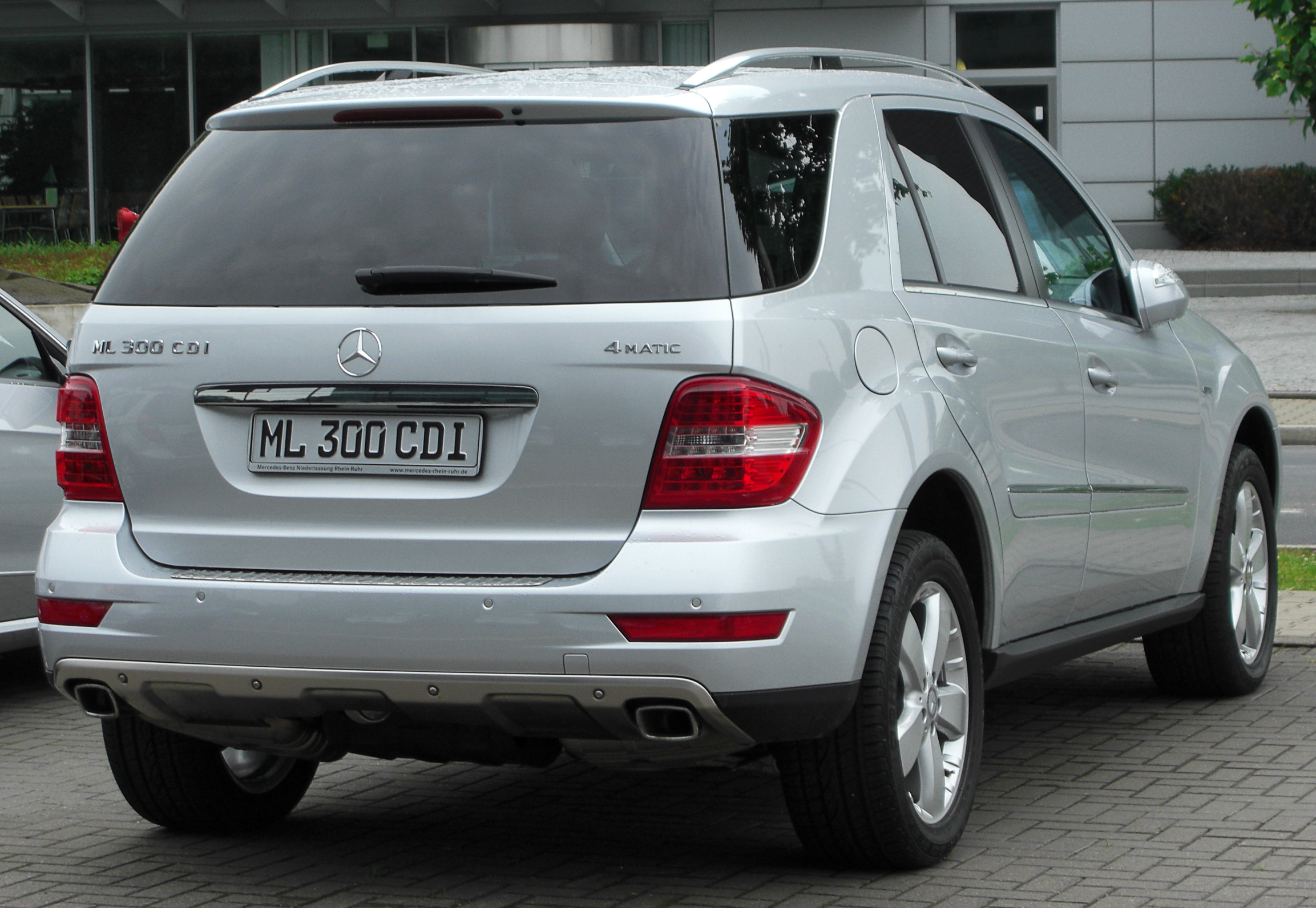 file mercedes ml 300 cdi blueefficiency w164 facelift rear wikimedia commons. Black Bedroom Furniture Sets. Home Design Ideas