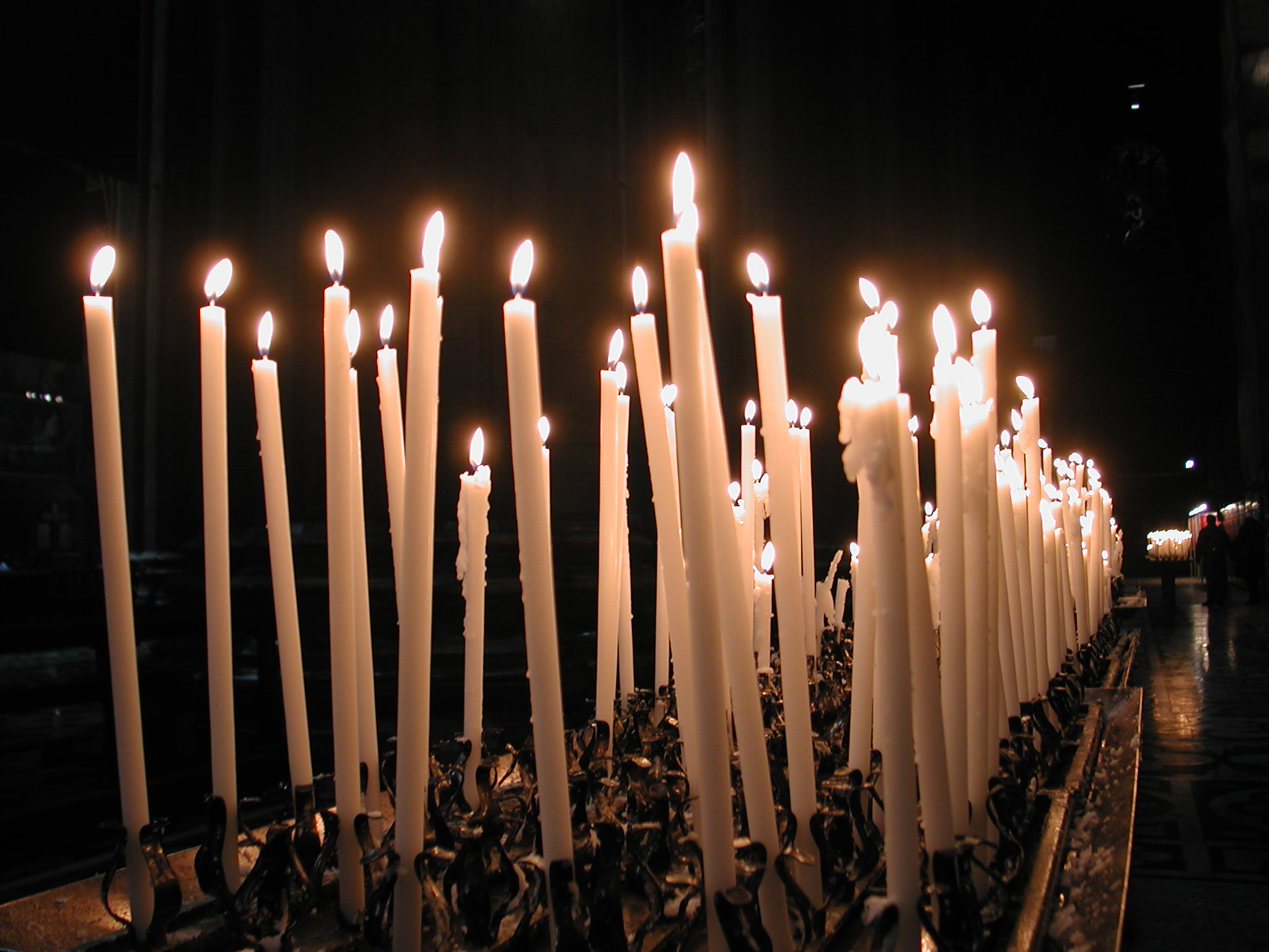 Файл:Milan cathedral candles jpg — Википедия