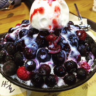 Mixed-berry Bingsu