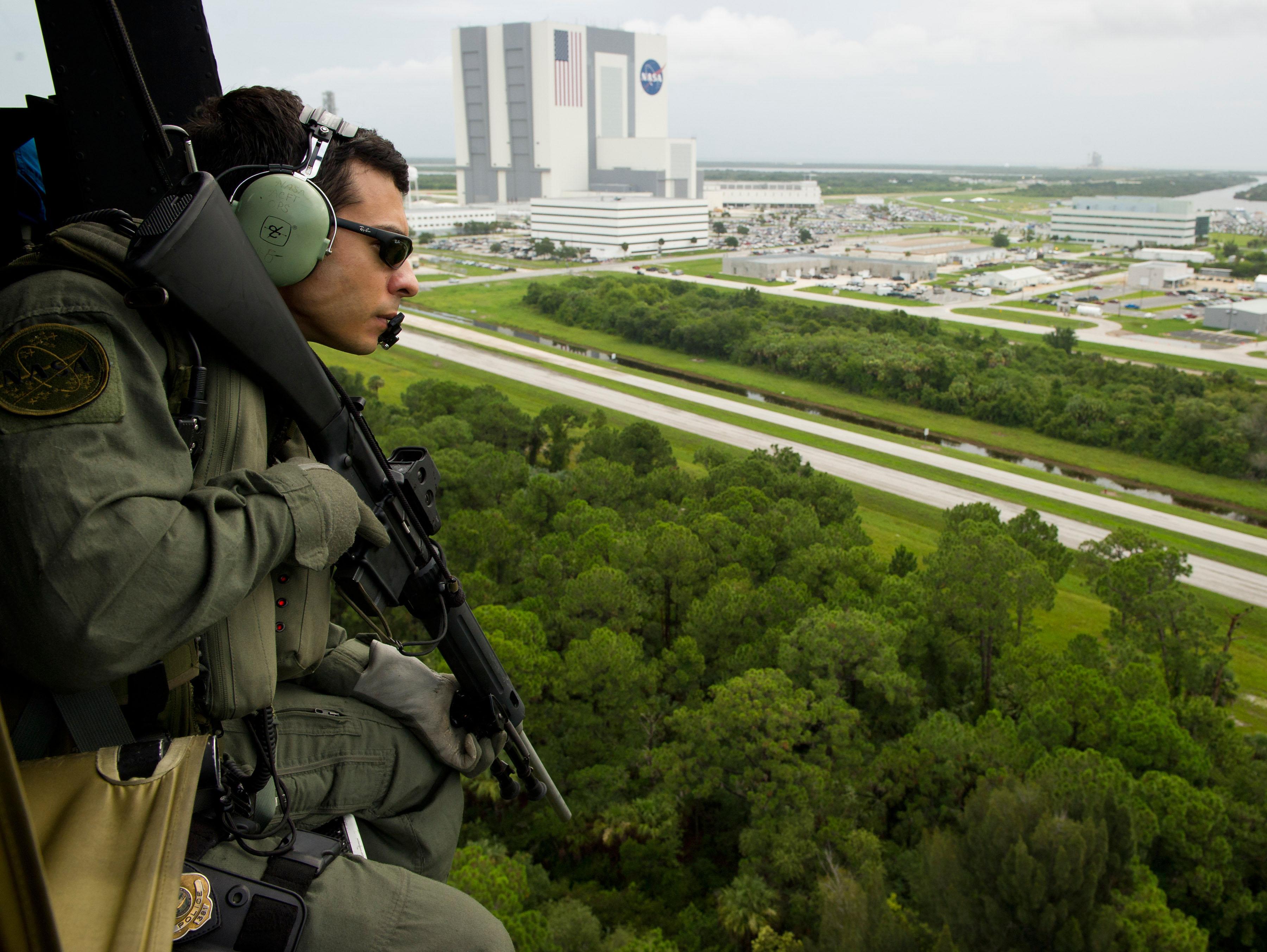File Nasa Emergency Response Team Prepared For Sts 135 Jpg