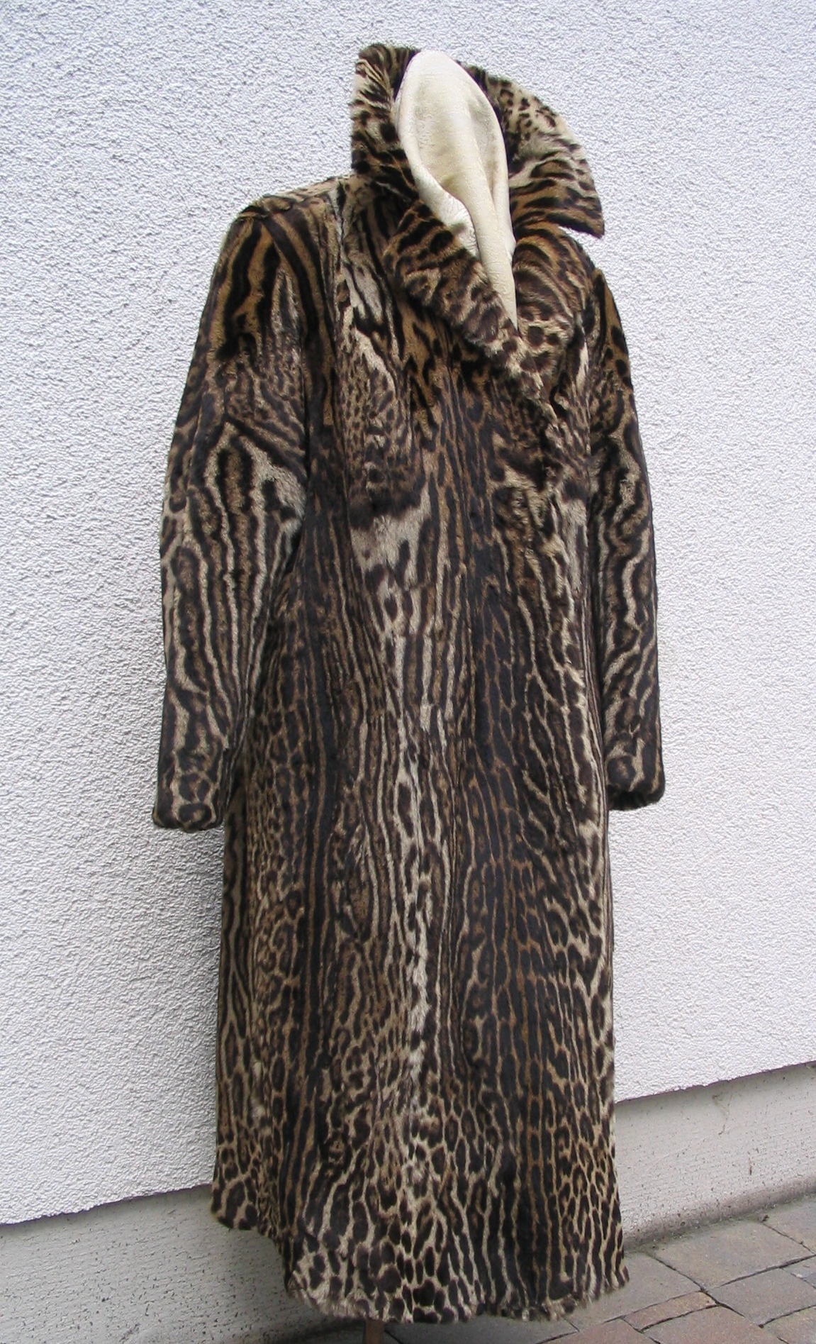 File:Ocelot fur coat, frontside.JPG - Wikimedia Commons