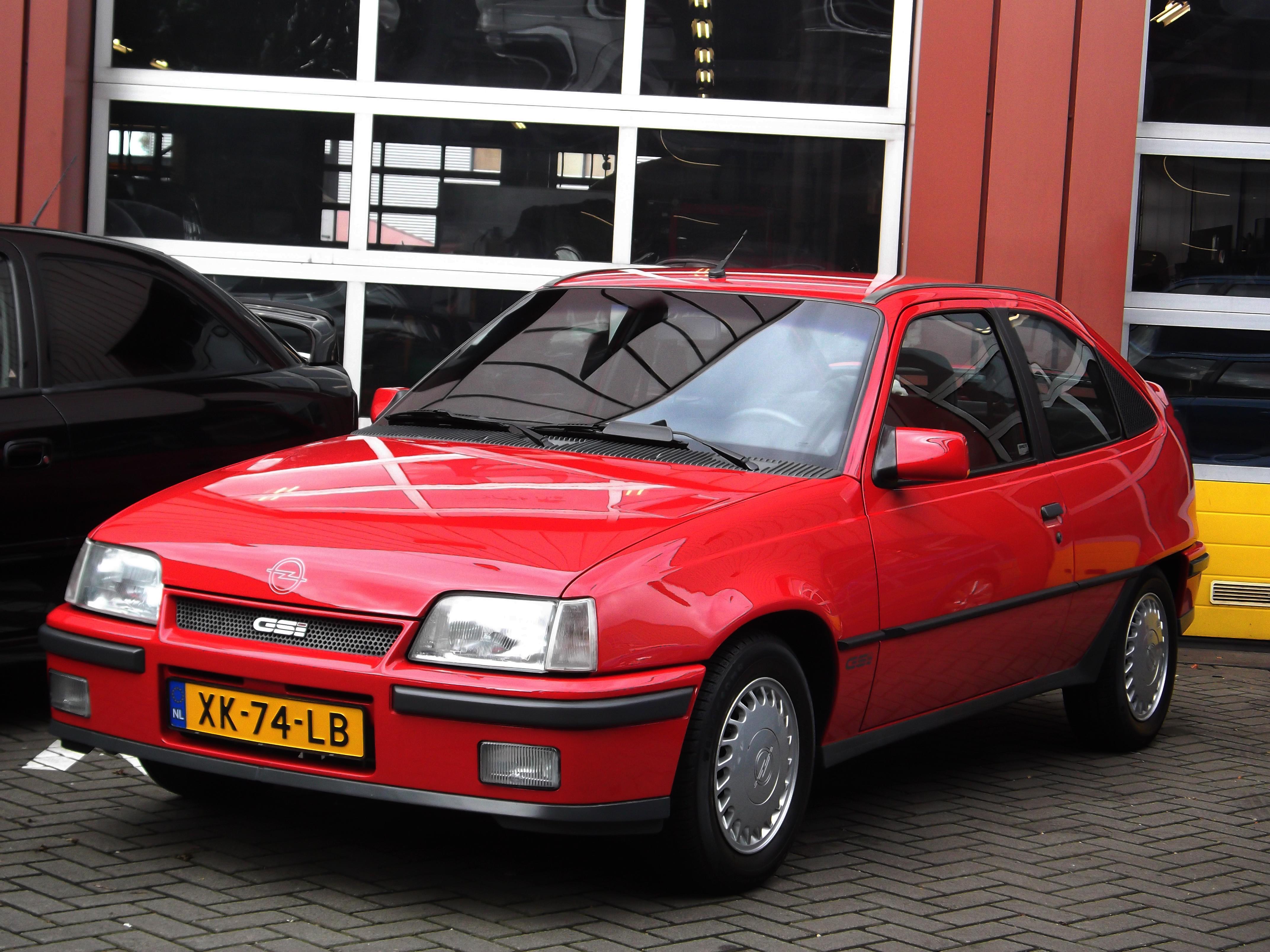 Opel kadett gsi gallery for Opel kadett e interieur